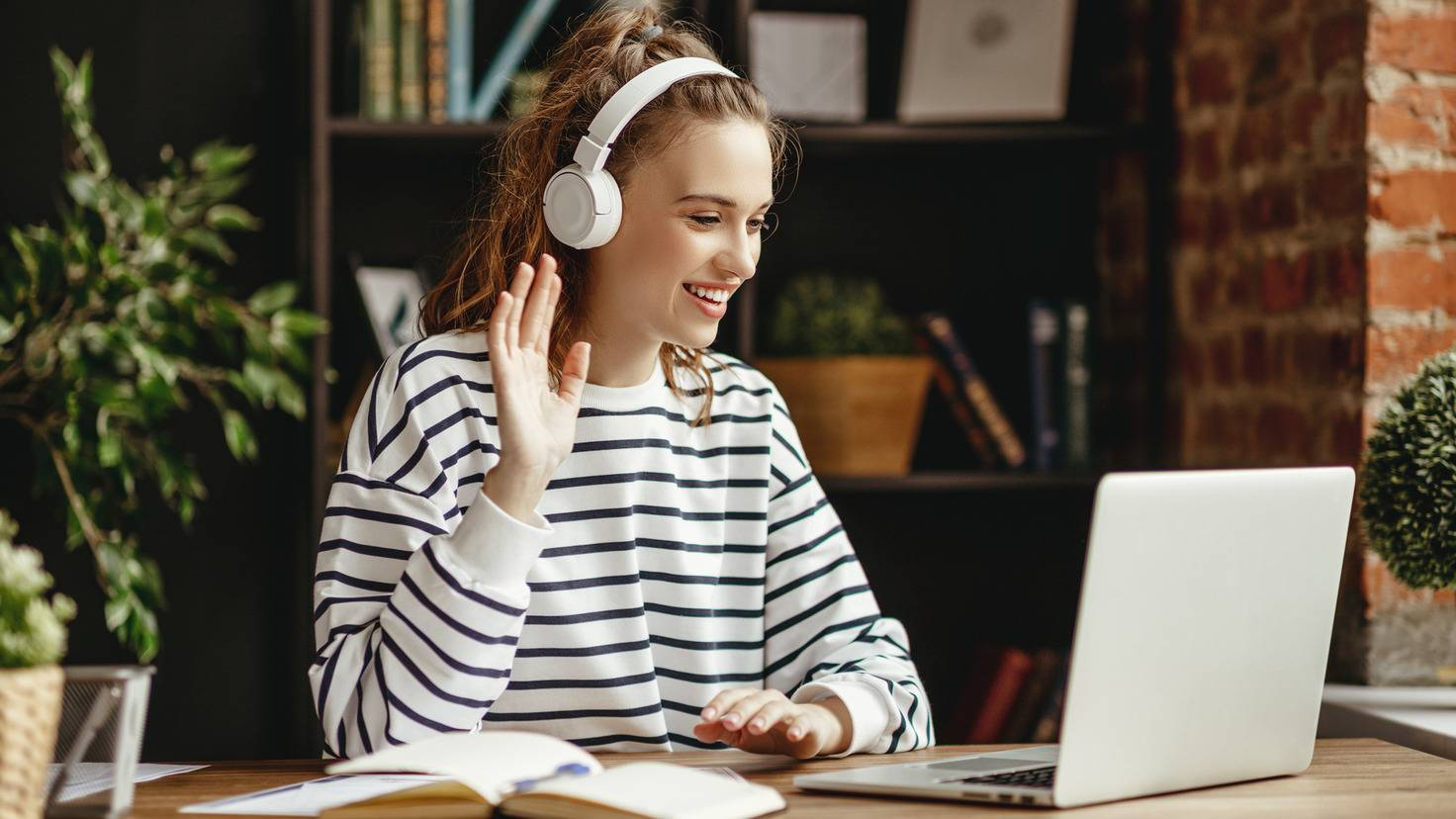 Studentin-Laptop-Notebook-Studenten-Lernen