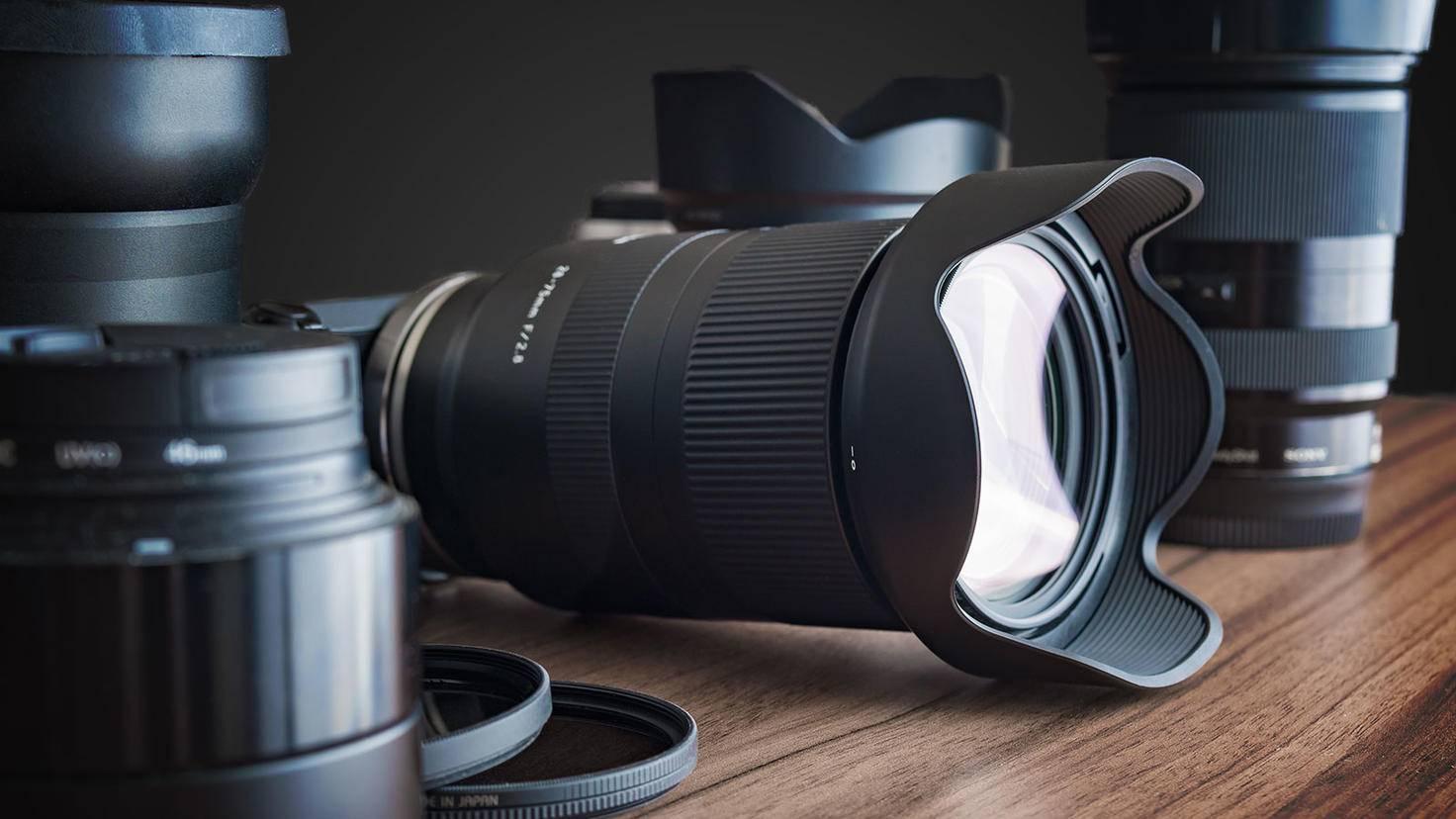 Lens Flares lassen sich mit einer Gegenlichtblende reduzieren.
