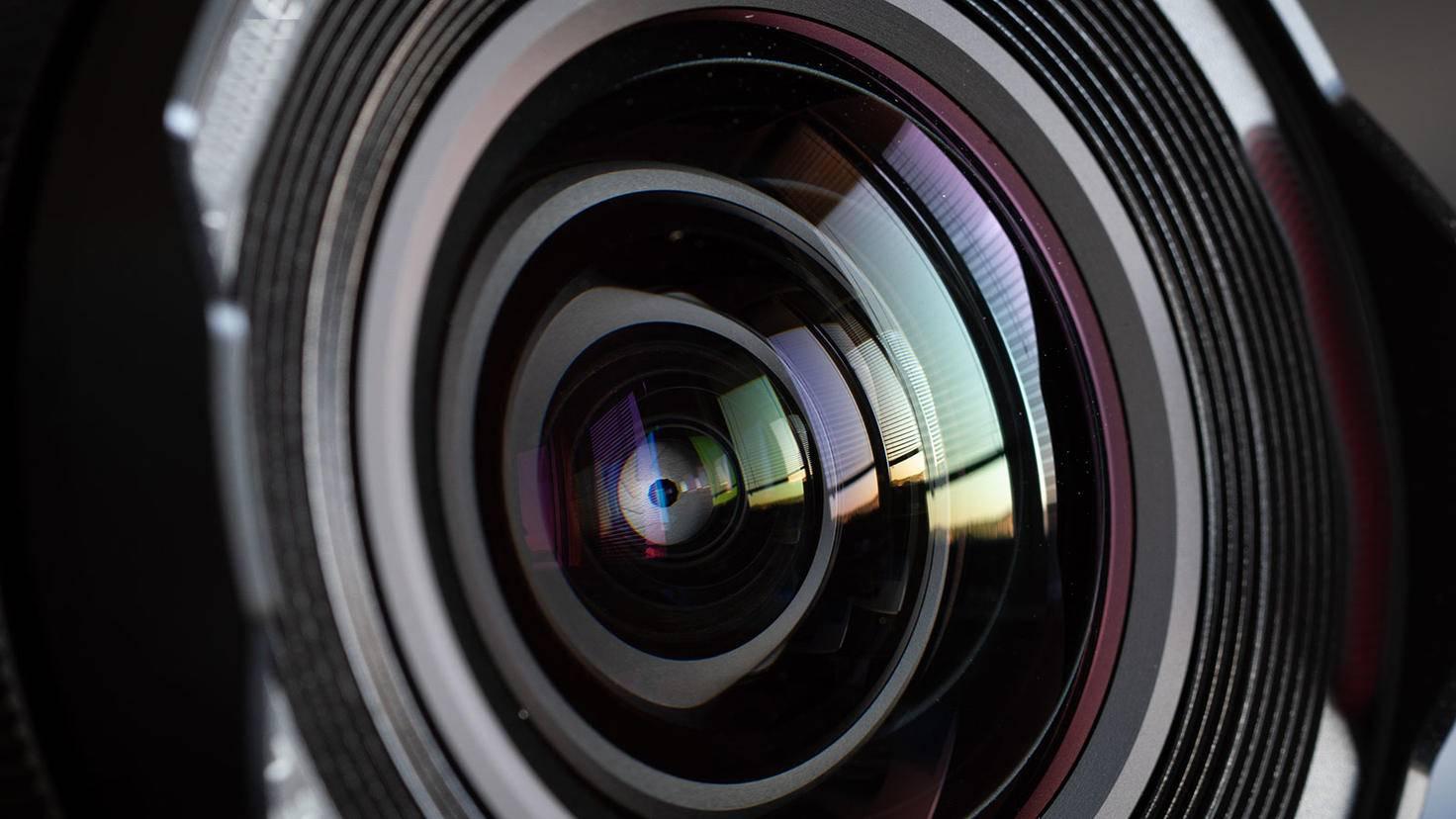 Lens Flares entstehen durch Spiegelungen innerhalb von Objektiven.