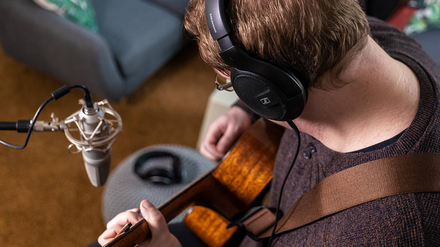 Sennheiser-HD-560S-Westerngitarre-Recording-2
