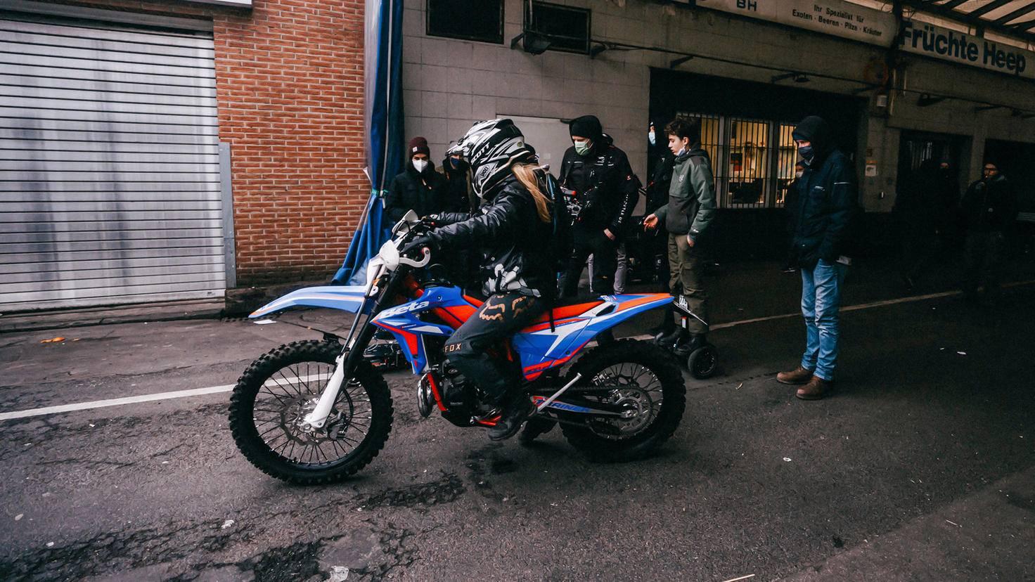 ... auf dem Motorrad ...