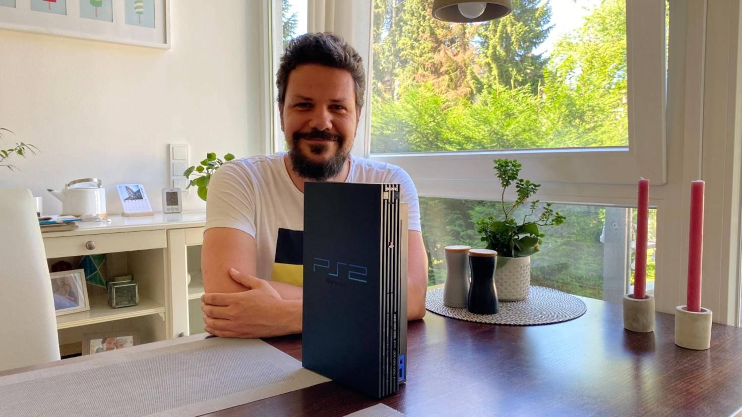 Gregor mit PlayStation 2