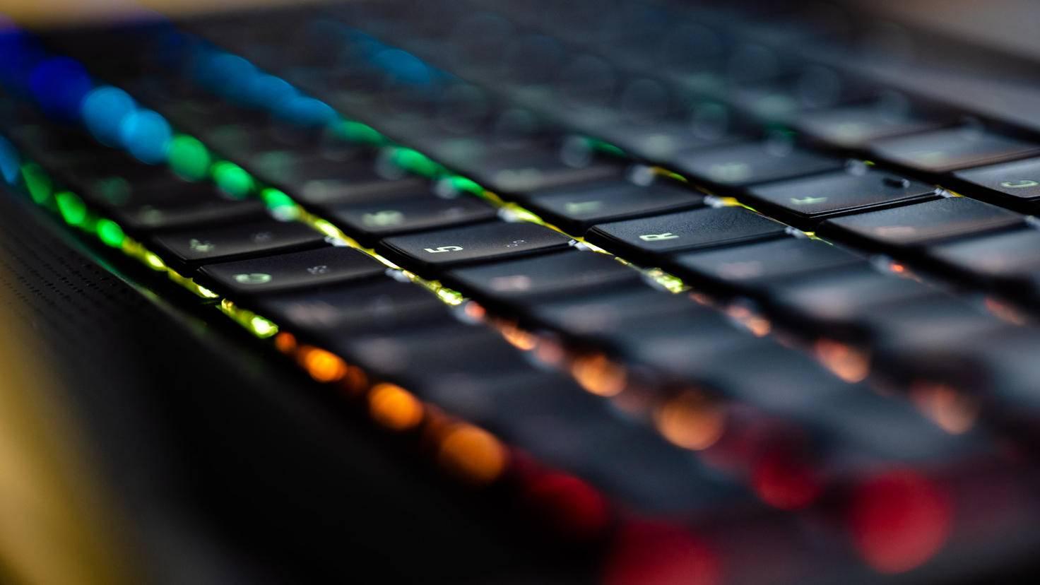XMG-Neo-15-optomechanische-Tastatur