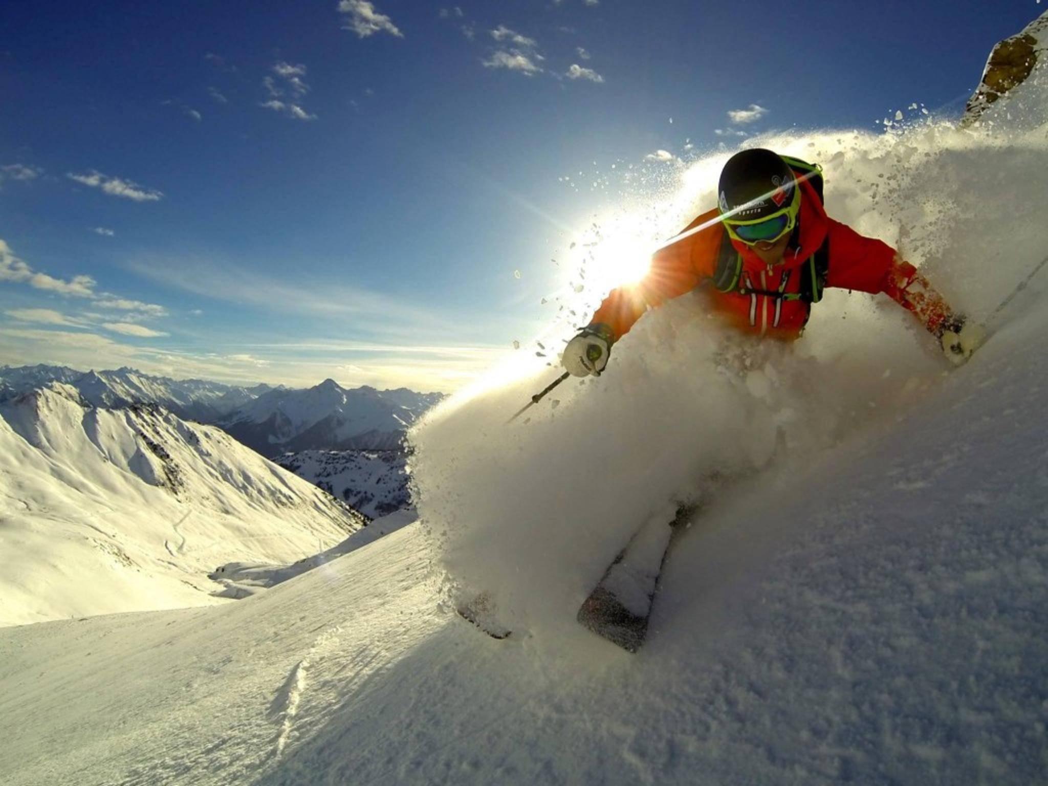 Wer nicht nur weiße Bilder einfangen will, sollte ein paar GoPro-Tipps beim Skifahren beherzigen.