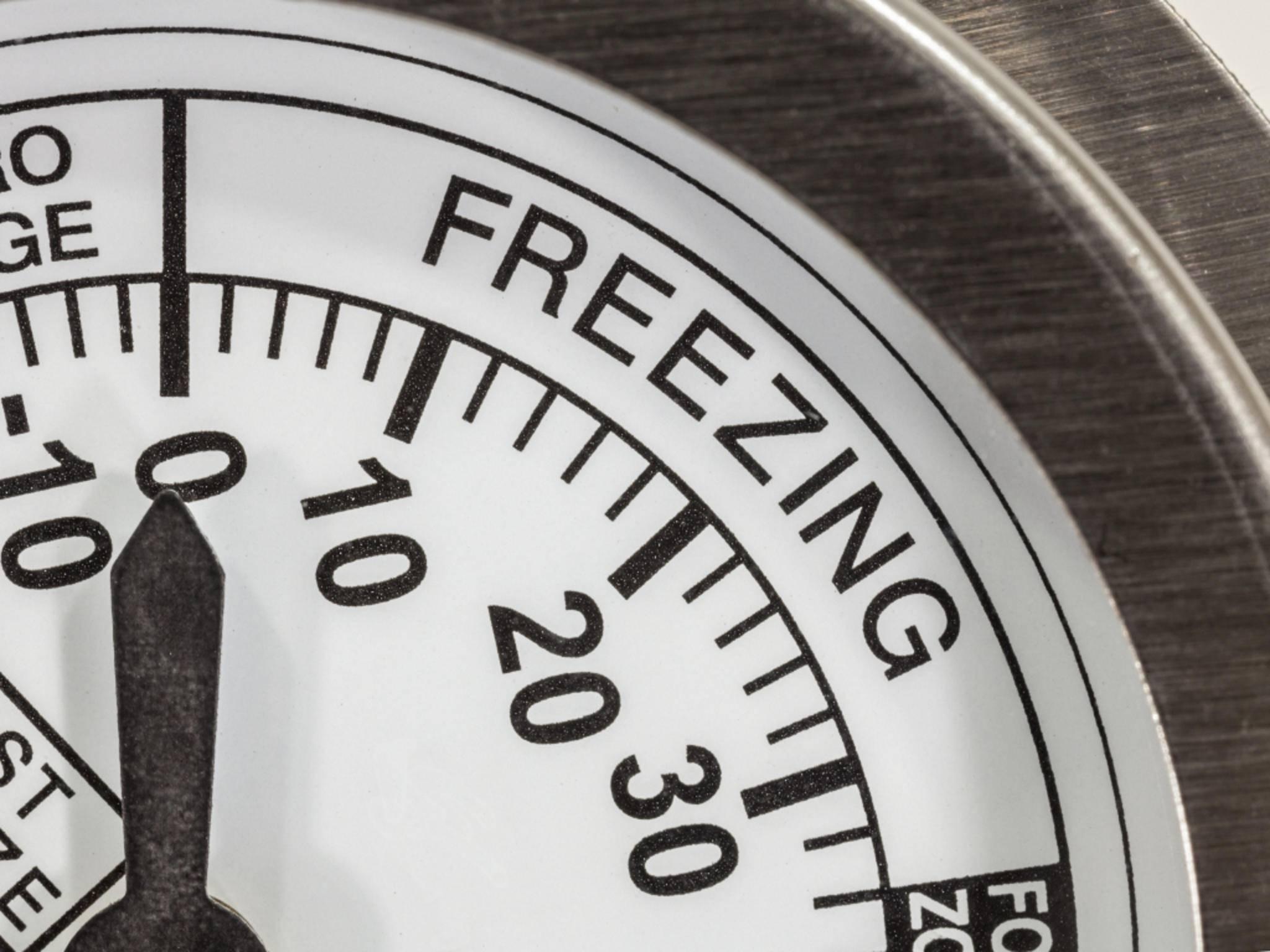 Wer regelmäßig den Kühlschrank abtaut, spart auf Dauer Energie.