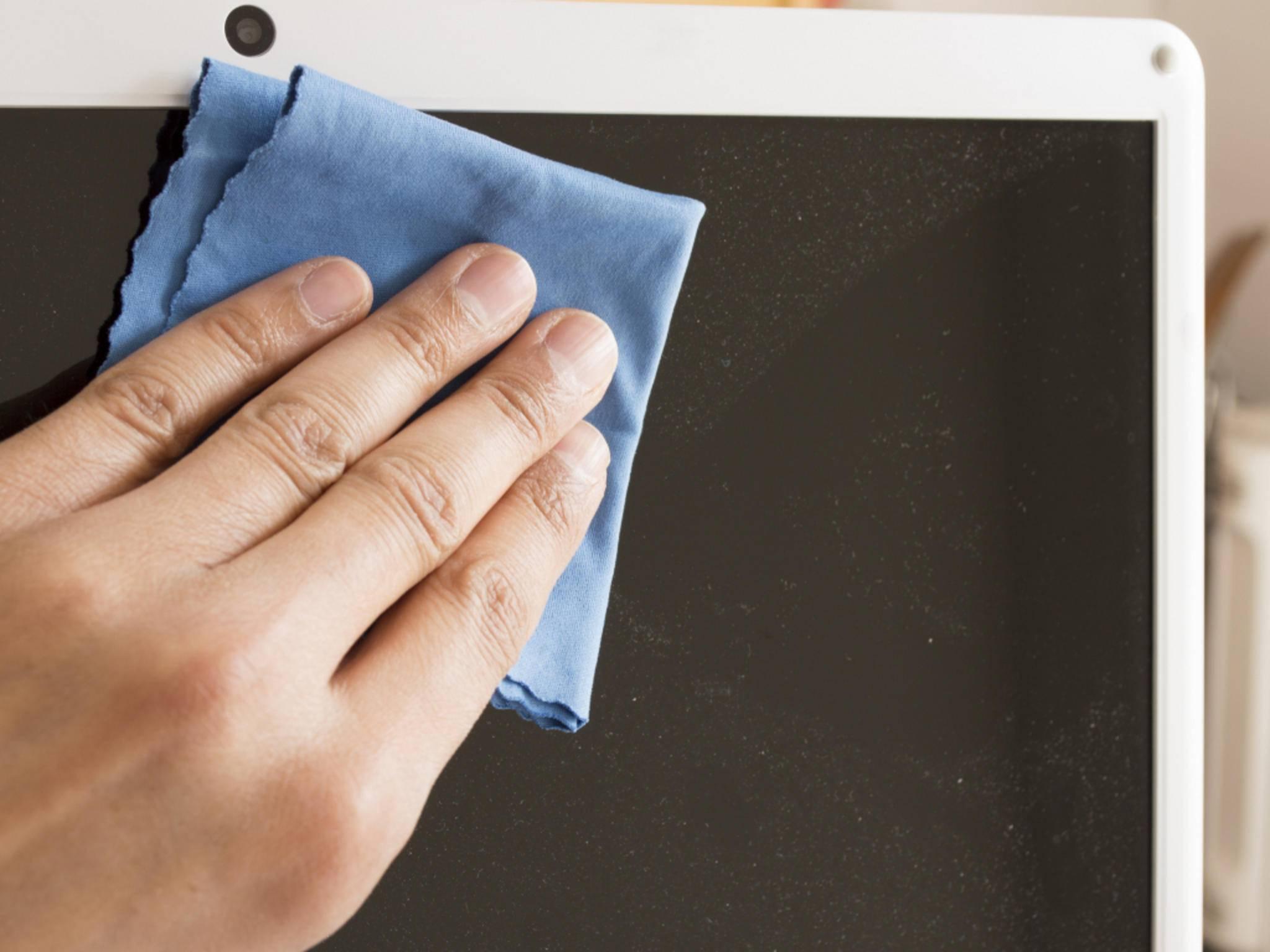 Ein Mikrofasertuch beseitigt leichte Verschmutzungen im Handumdrehen.