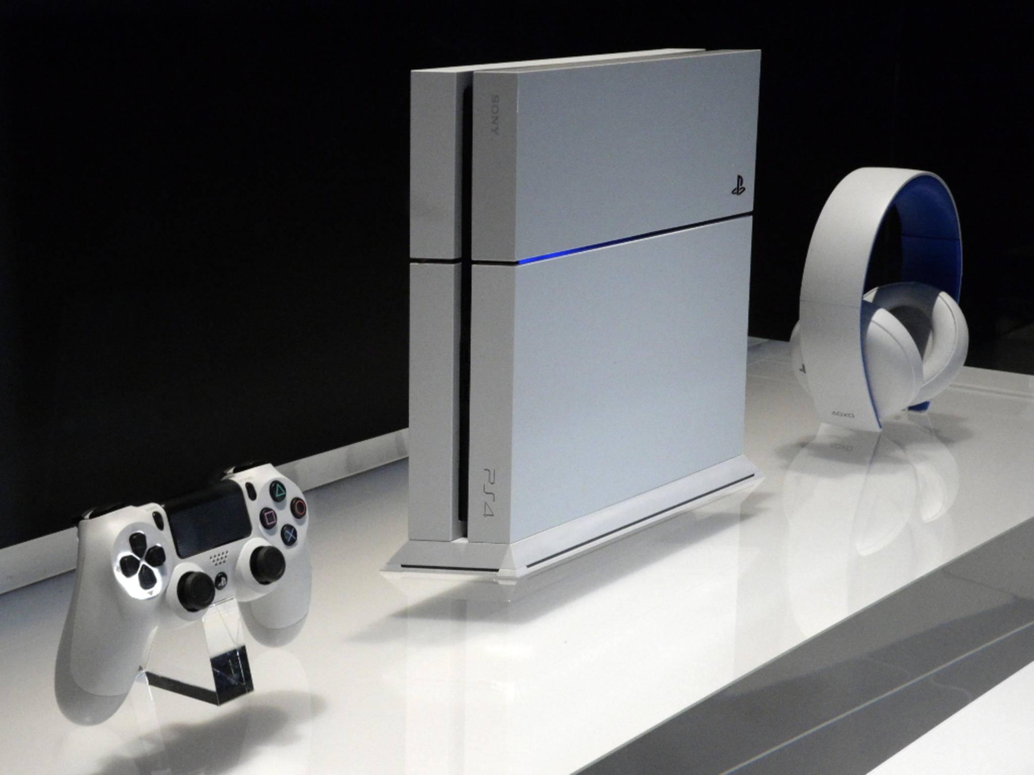 PlayStation 4 mit Zubehör