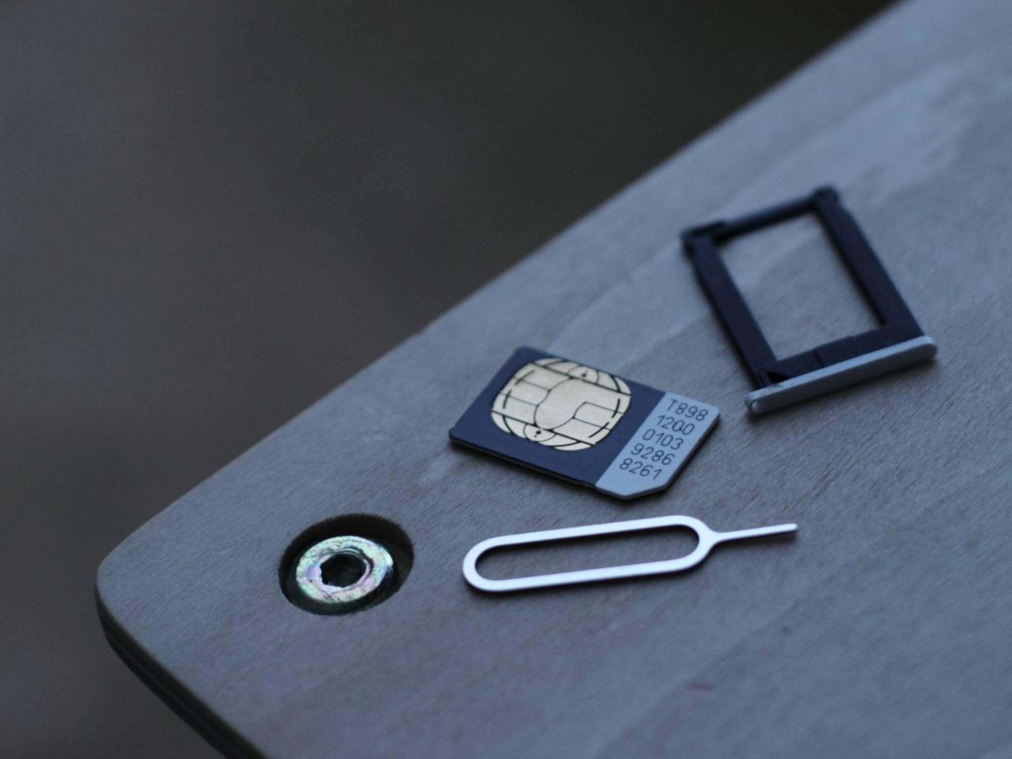 Zum Einlegenmancher SIM-Karten wird ein Schlüssel benötigt.