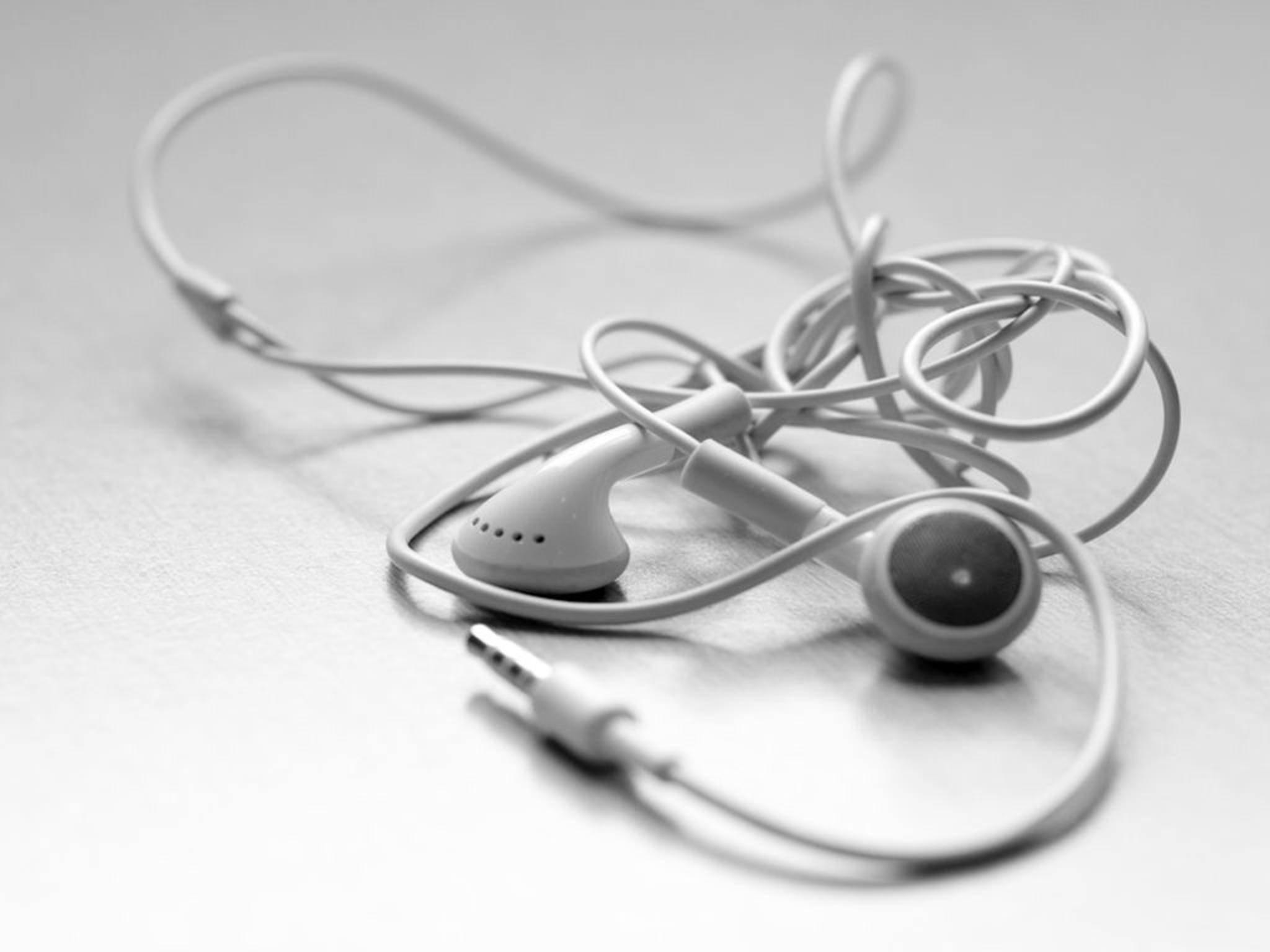Ein Wirrwarr: So kennt man die Kopfhörer von Apple.