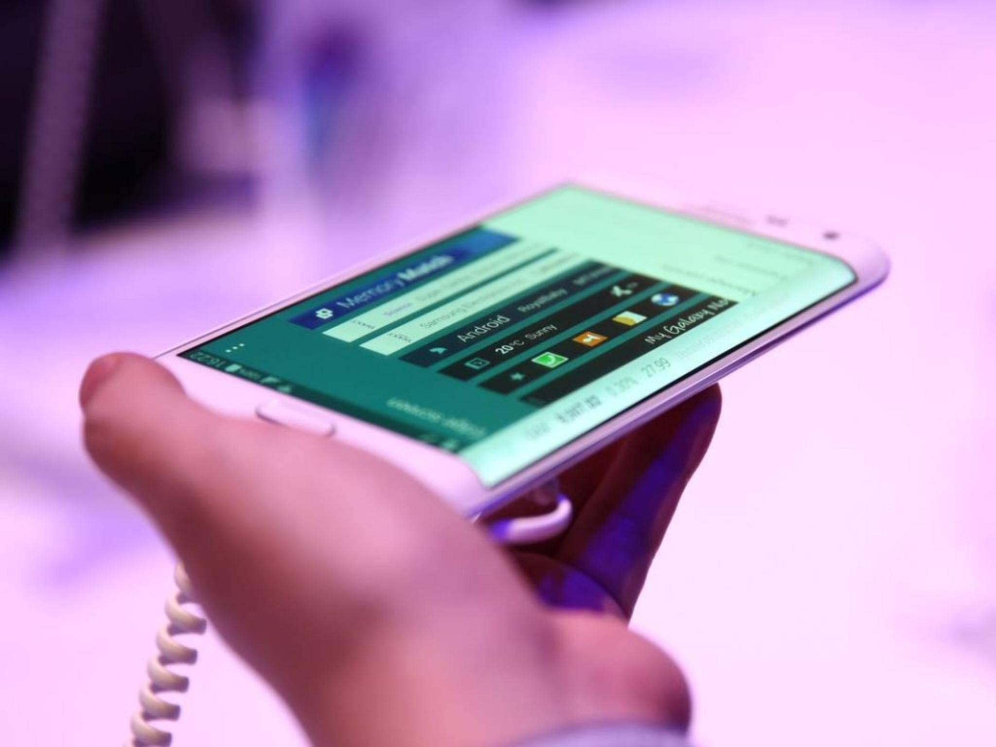 Das Galaxy Note Edge kommt für satte 899 Euro nach Deutschland.