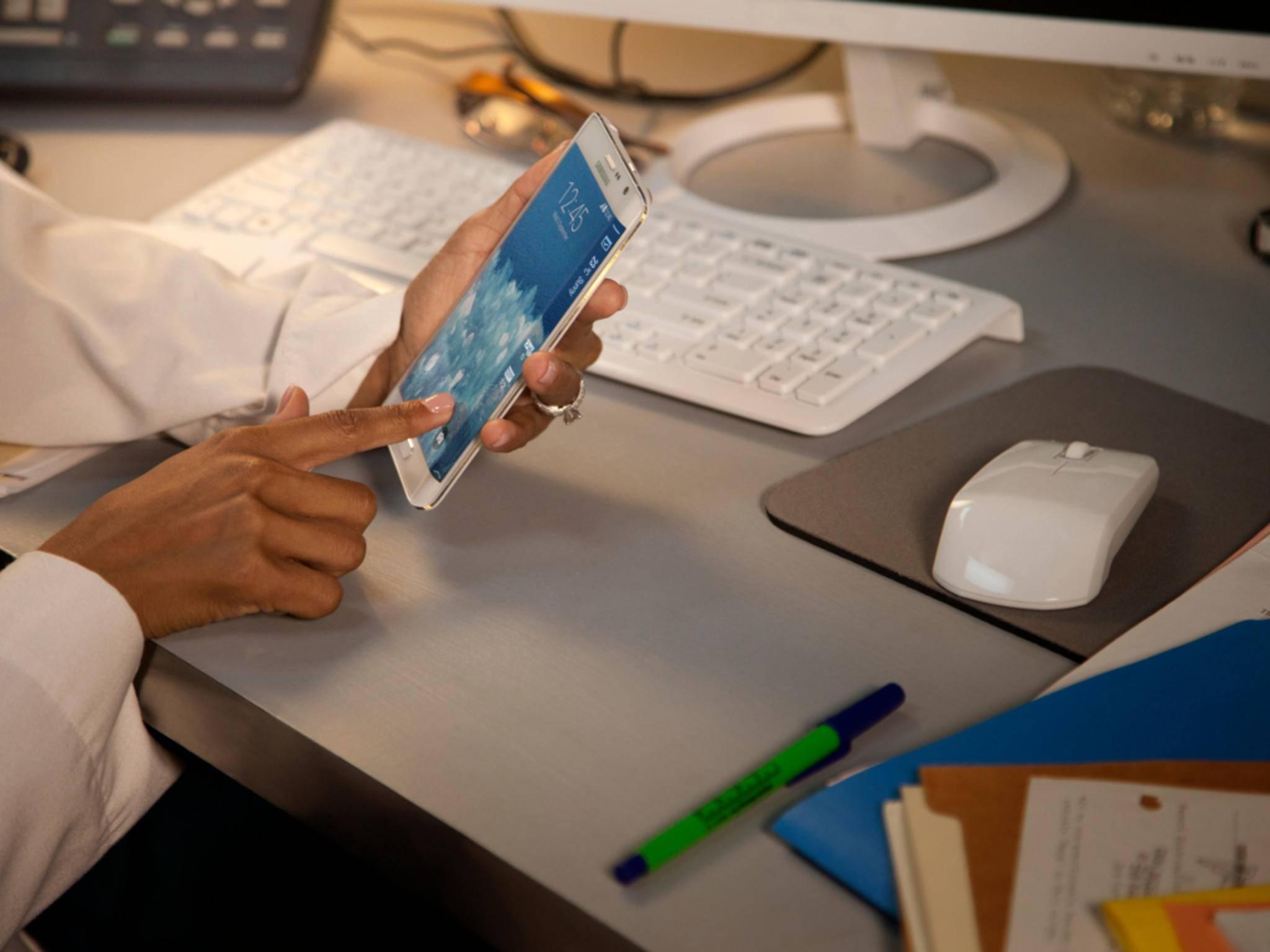 Samsung gibt Entwarnung: Das seitliche Display ist bei Stürzen nicht besonders gefährdet.