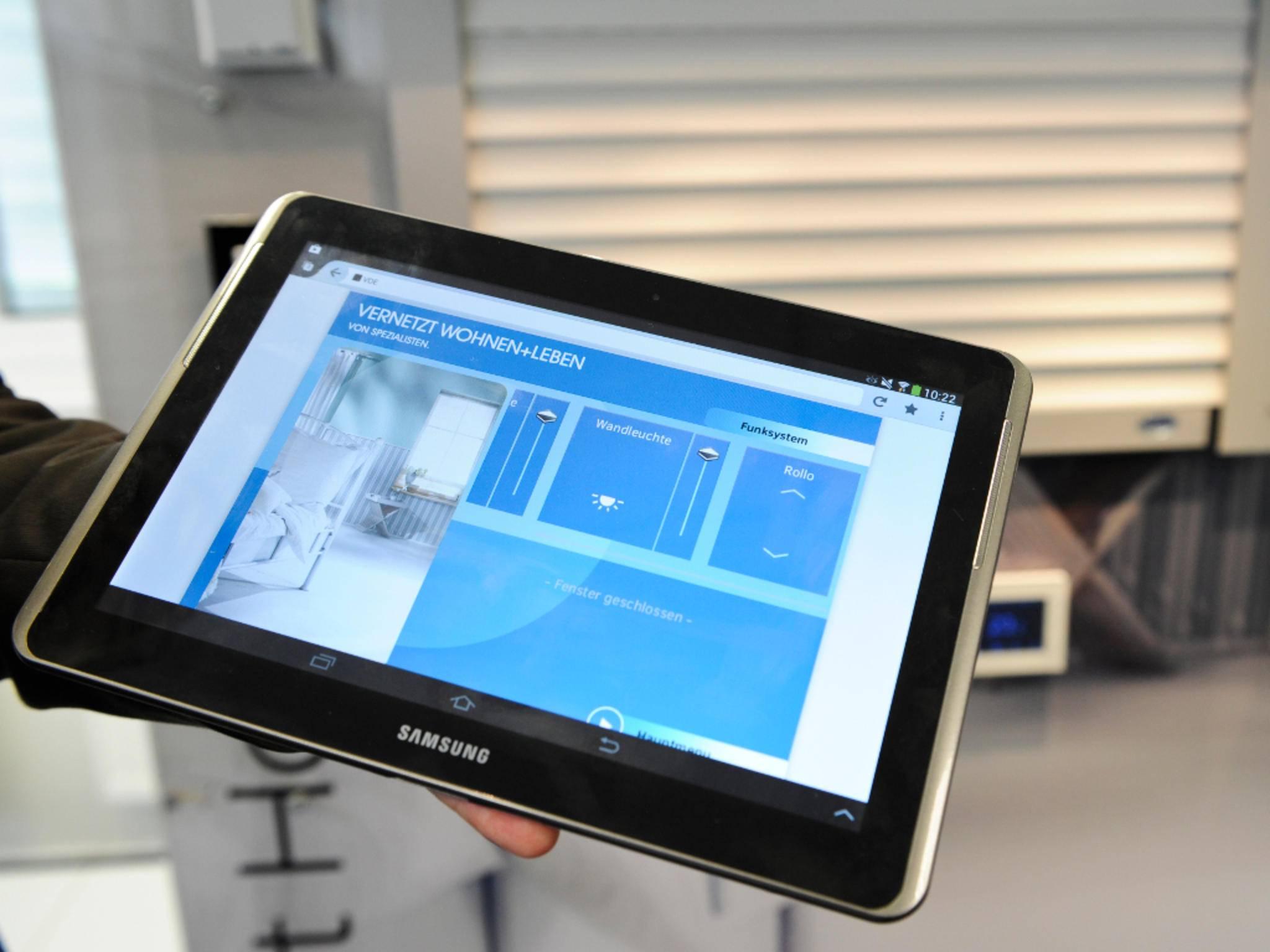 Heimsteuerung: Das Tablet steuert Dein Smart Home via App.