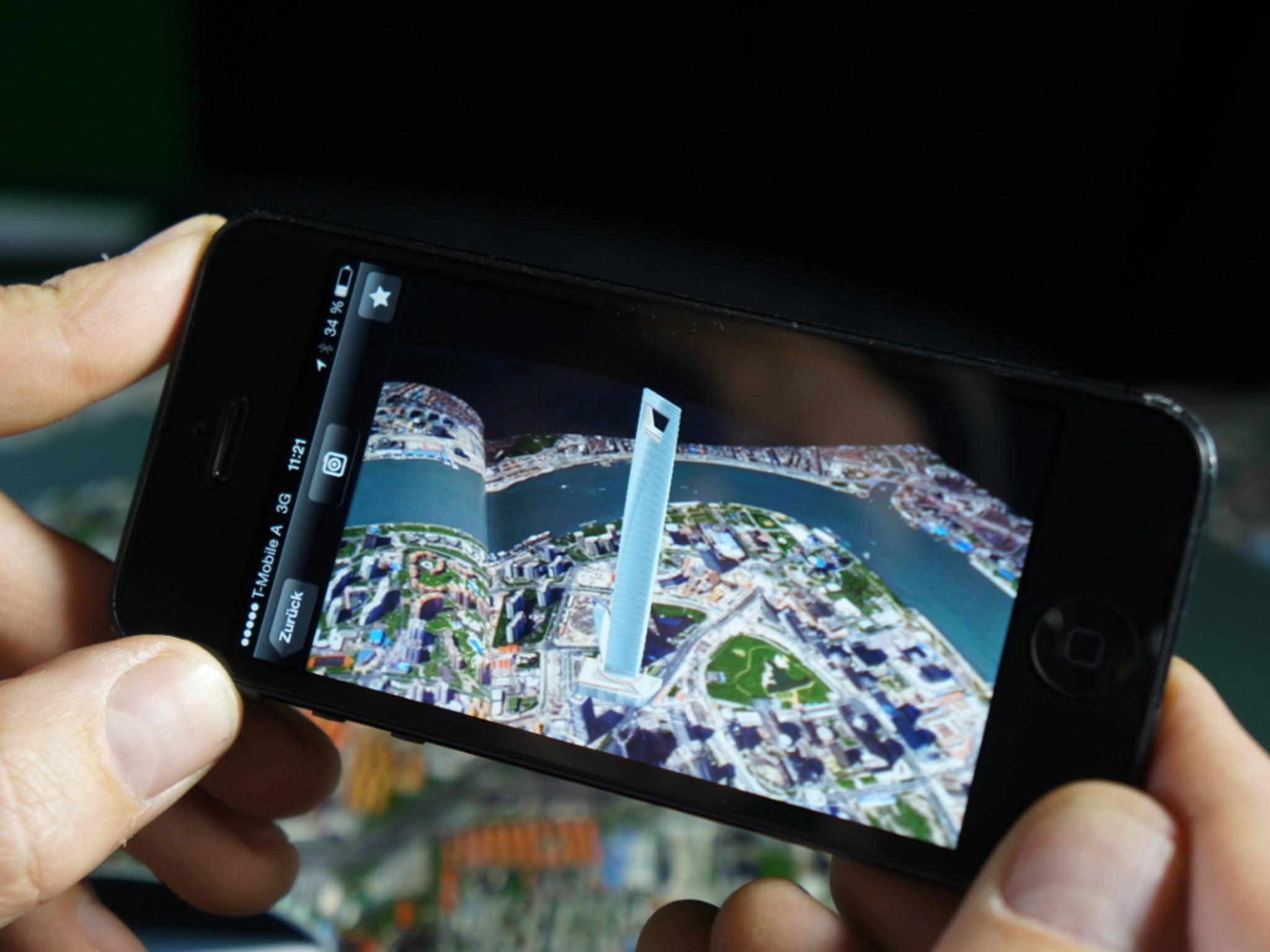 Die App  Wikitude scannt die abgefilmte Umgebung und blendet hilfreiche Informationen ein.