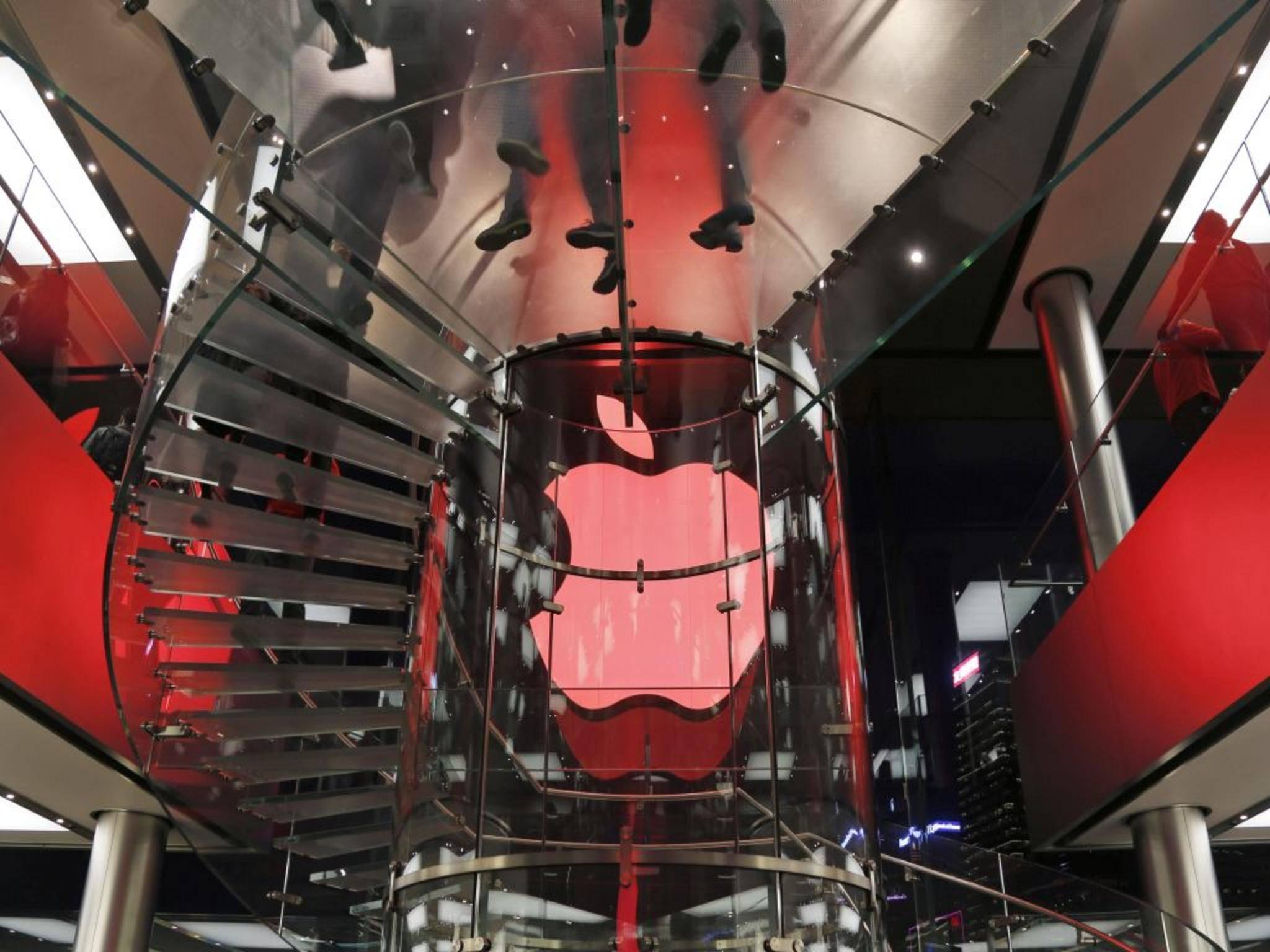 Zeichen setzen gegen Aids: Das Apple-Logo erstrahlt in knalligem Rot.