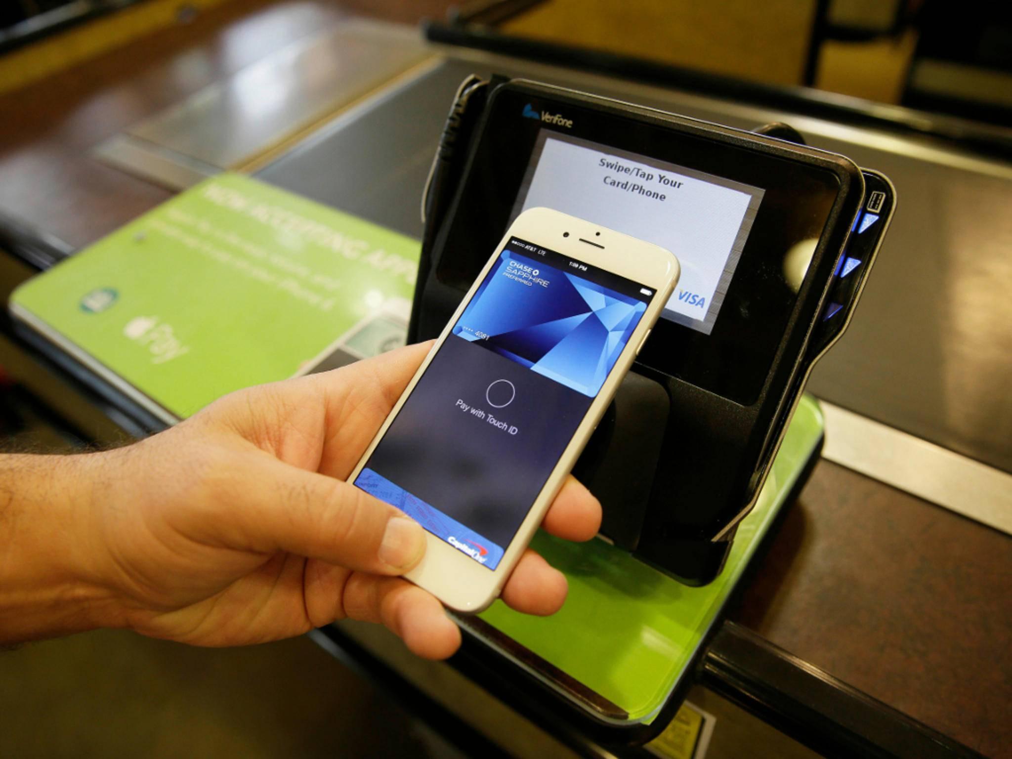 Dank Apple Pay kann man mit dem iPhone bargeldlos zahlen.