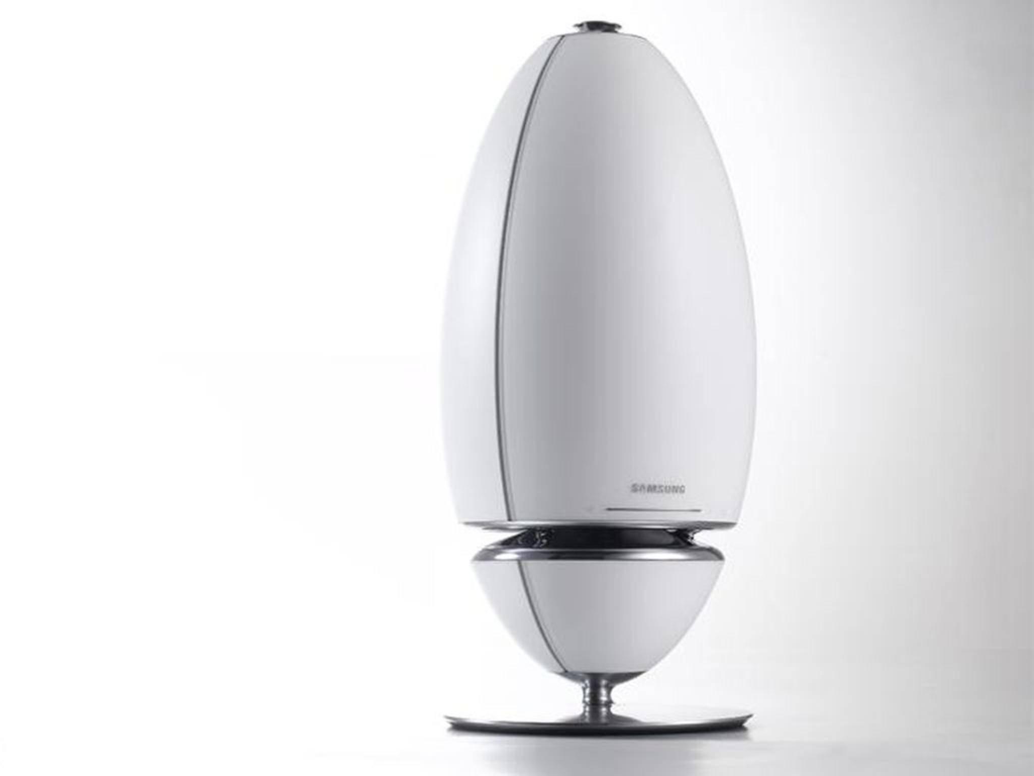 Schlicht und weiß wie ein Ei: Samsungs 360-Grad-Lautsprecher wirkt edel.