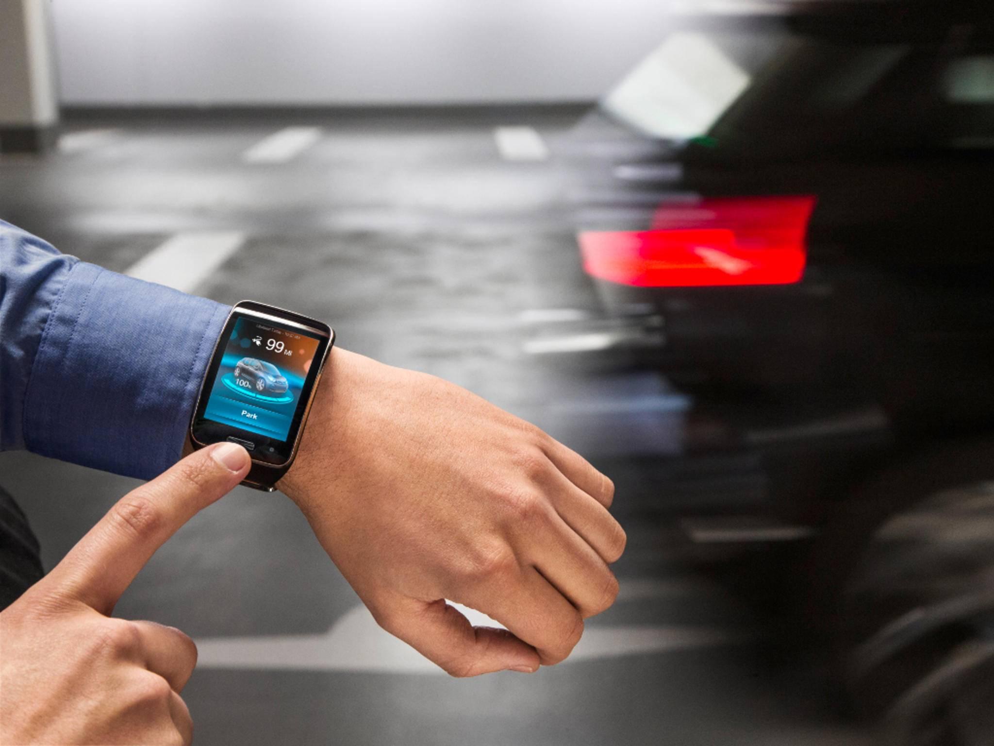 BMW präsentiert auf der CES die Steuerung von Autos via Smartwatch.