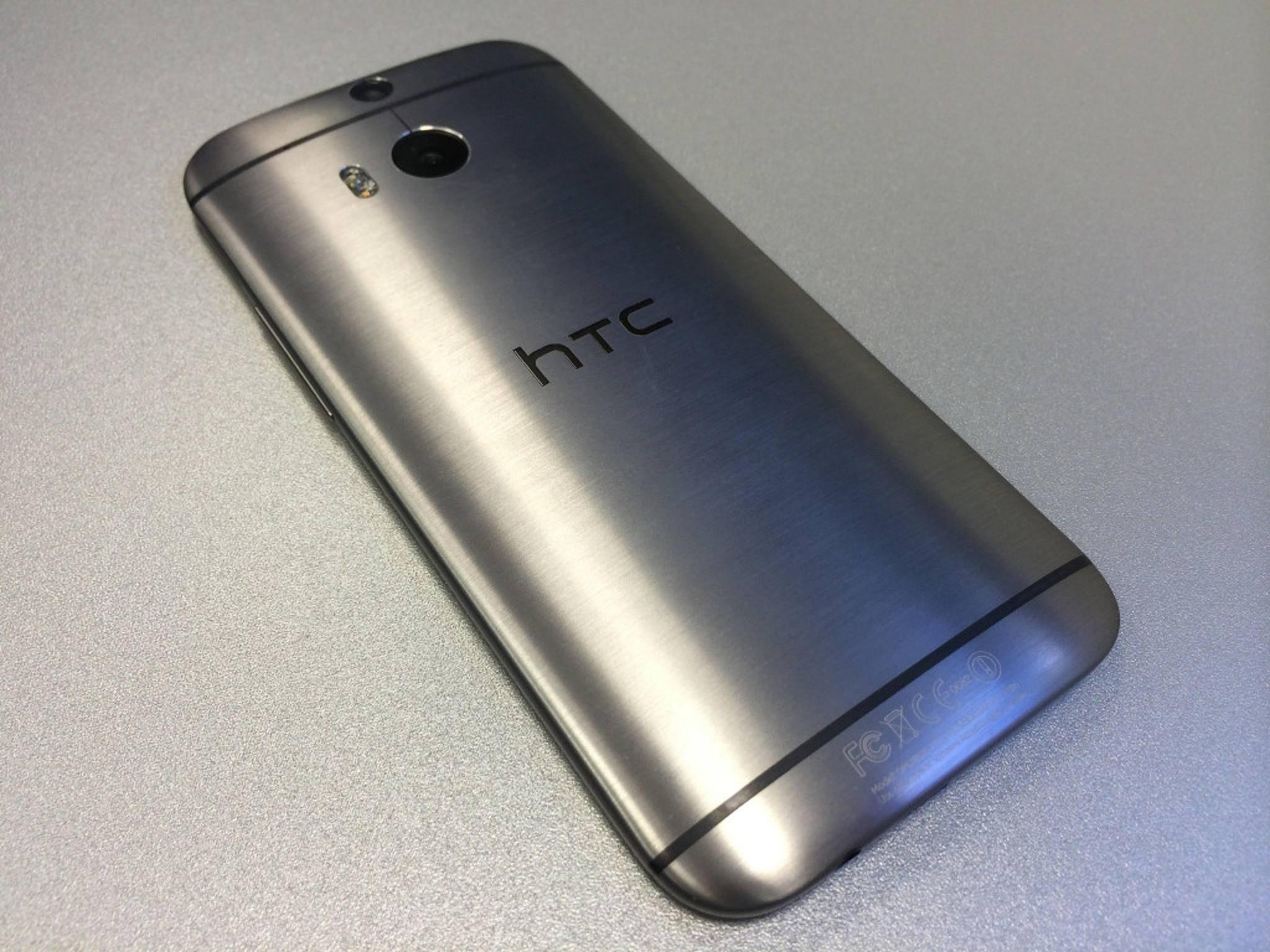 Mit seinem einteiligen Aluminiumgehäuse liegt das HTC One M8 hervorragend in der Hand.