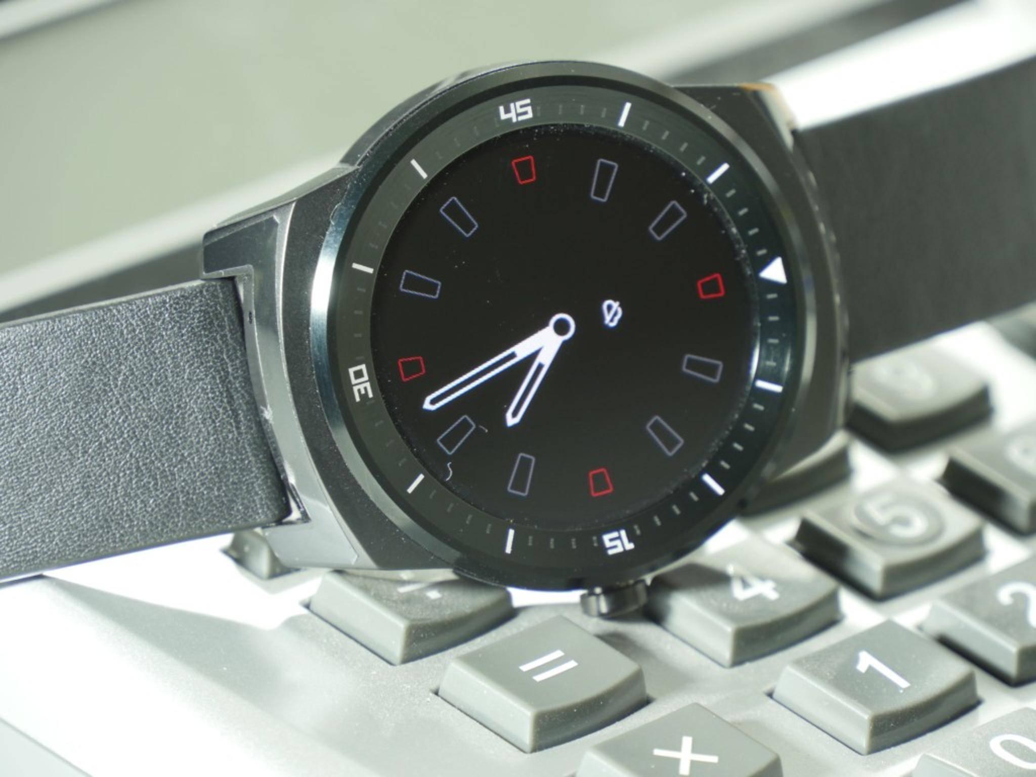 Nach kurzer Zeit schaltet die Uhr in einen Energiesparmodus.