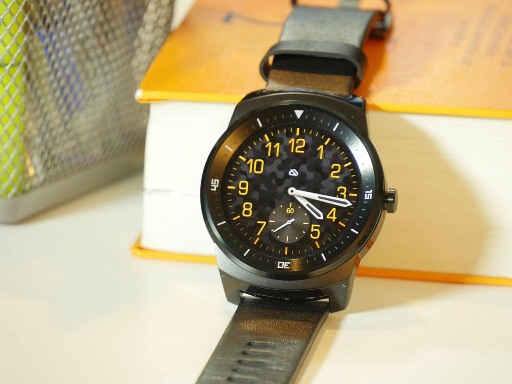Die runde LG G Watch R bietet eine Auswahl aus 24 verschiedenen Zifferblättern.