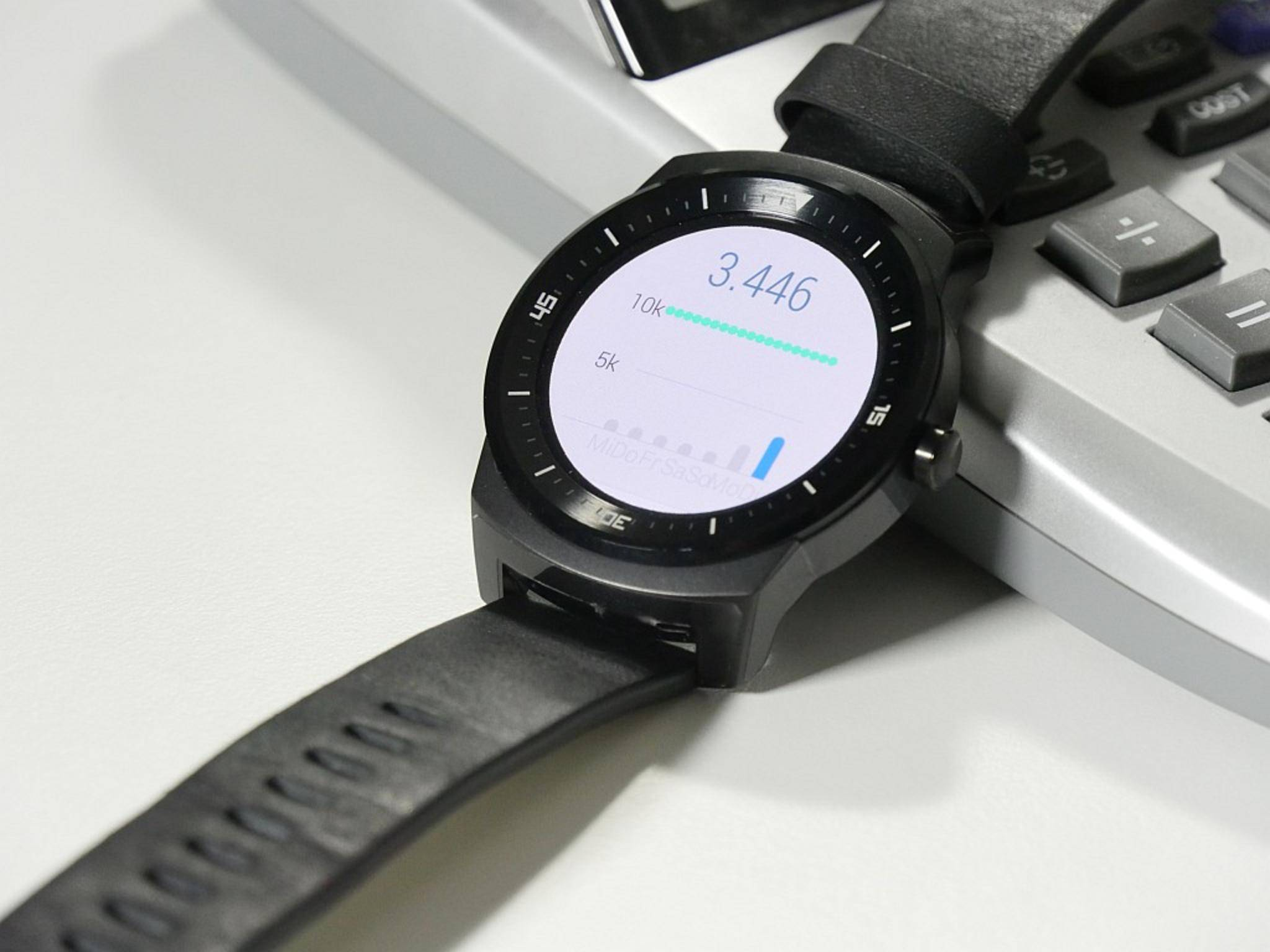 Schritte zählt die LG G Watch R auch ohne Smartphone-Anbindung.