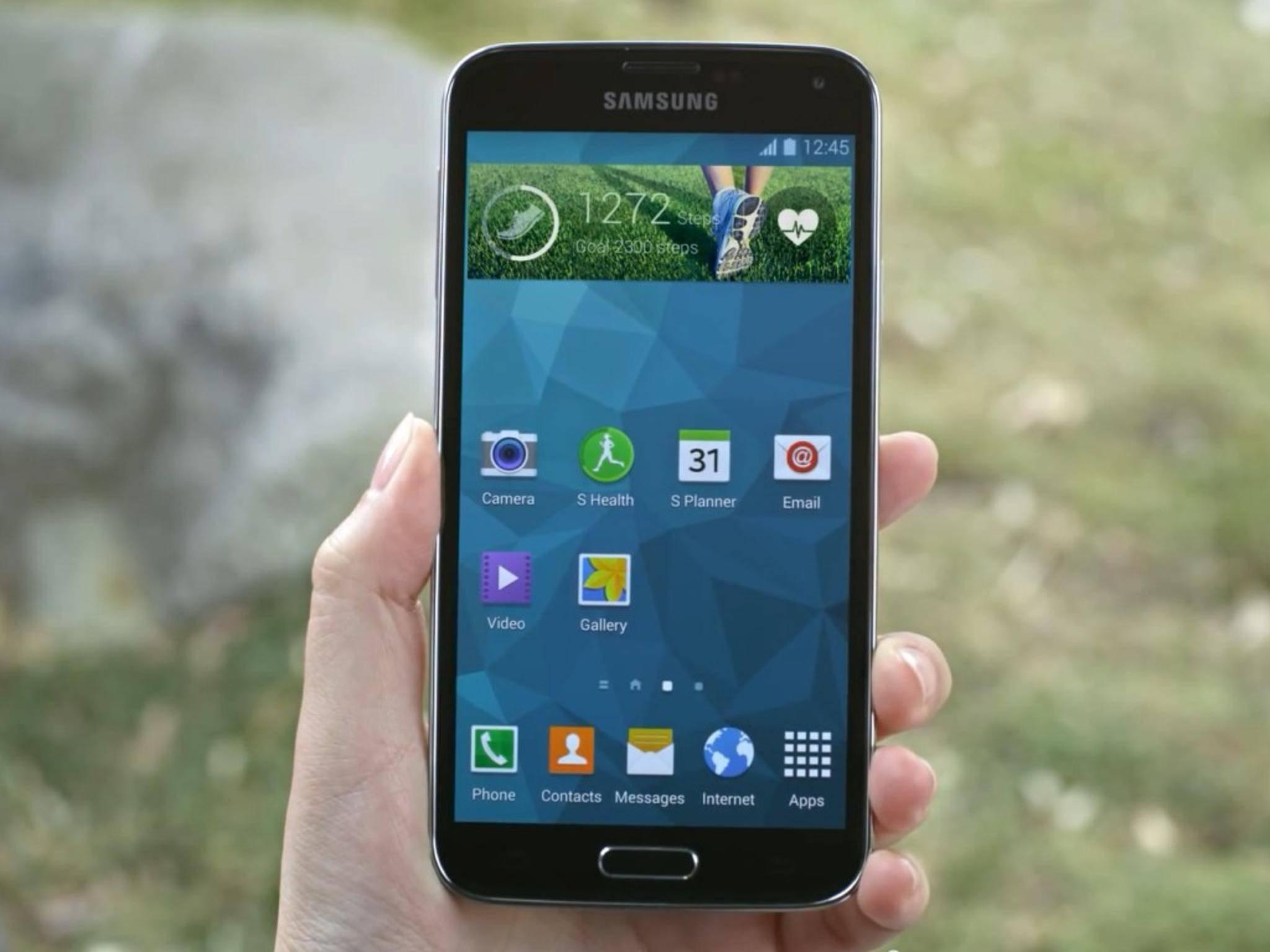 Ausgeliefert wird das Samsung Galaxy S5 mit Android 4.4 KitKat.