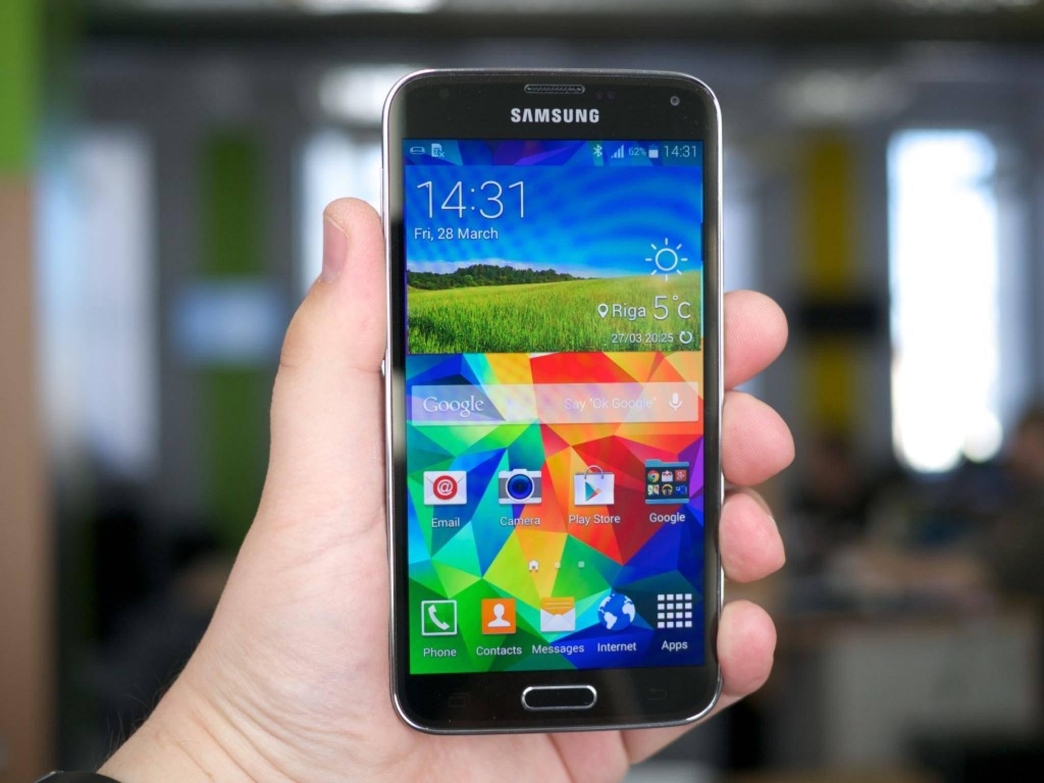Das Samsung Galaxy S5 löst noch mit 1080 x 1920 Pixeln (Full HD) auf.