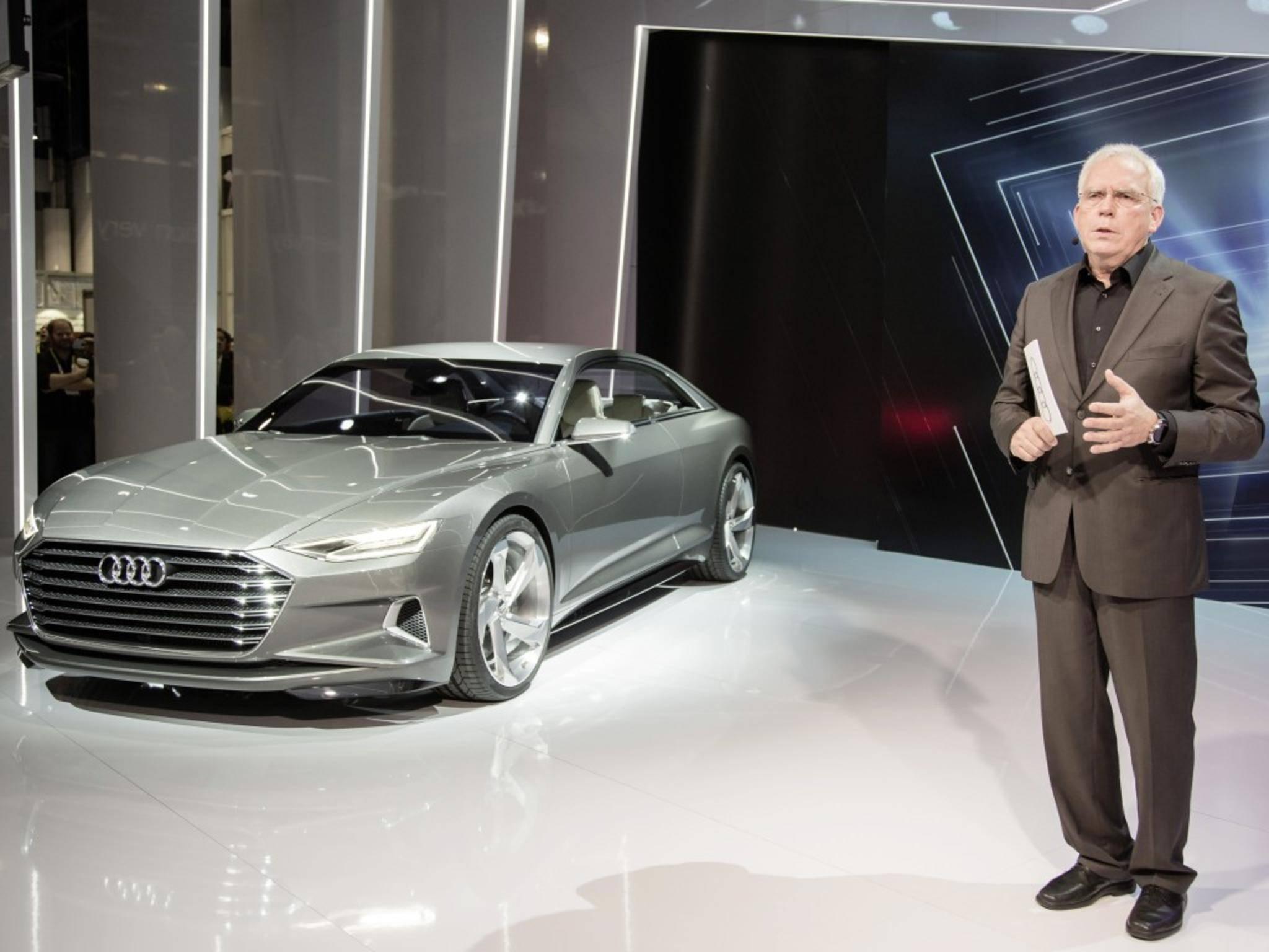 Prof. Dr. Ulrich Hackenberg ließ ein Audi-Modell per Smartwatch auf die Bühne fahren.