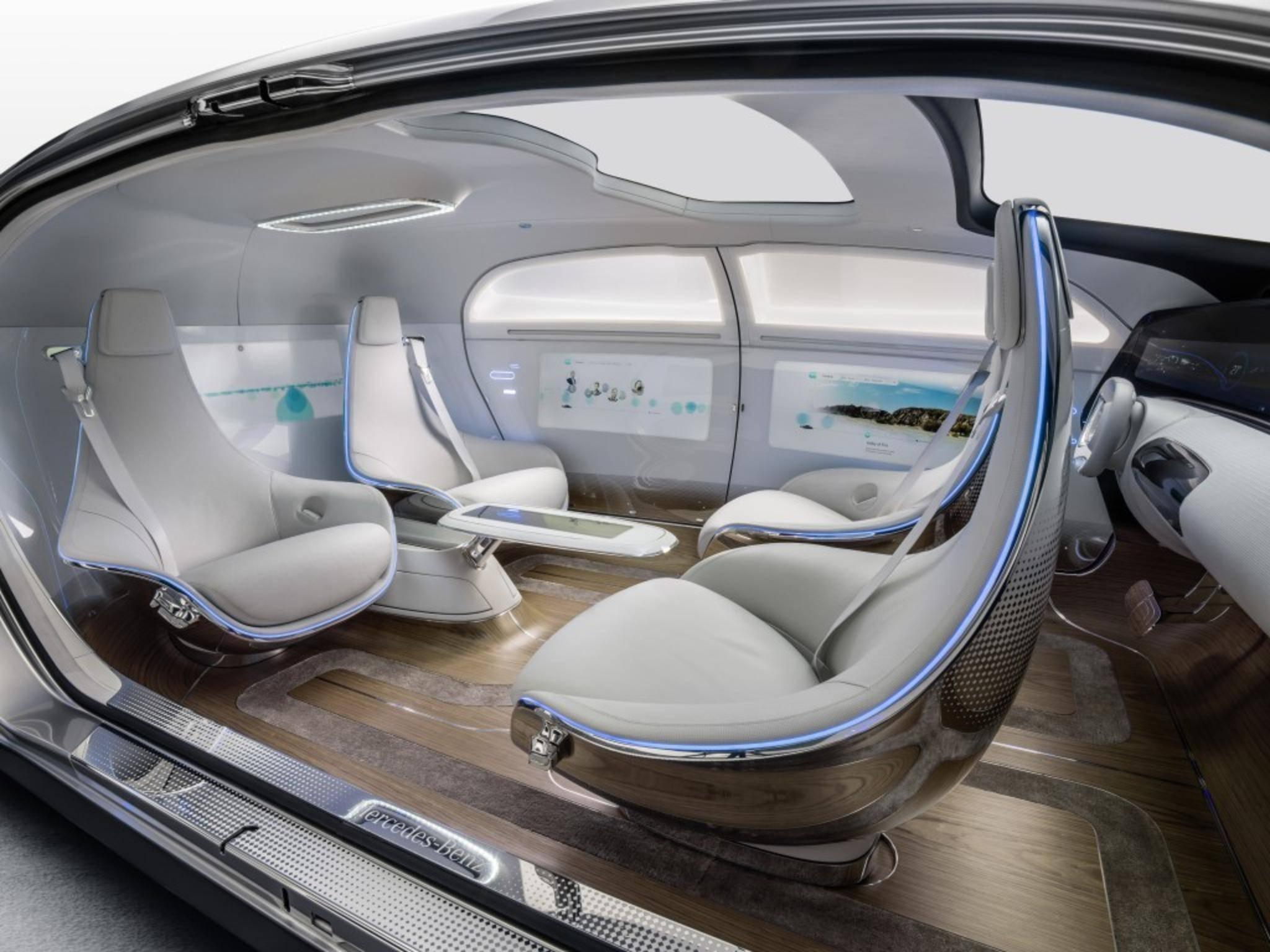 Dort finden die Passagiere neben Lounge-Sesseln auch sechs Bildschirme vor.