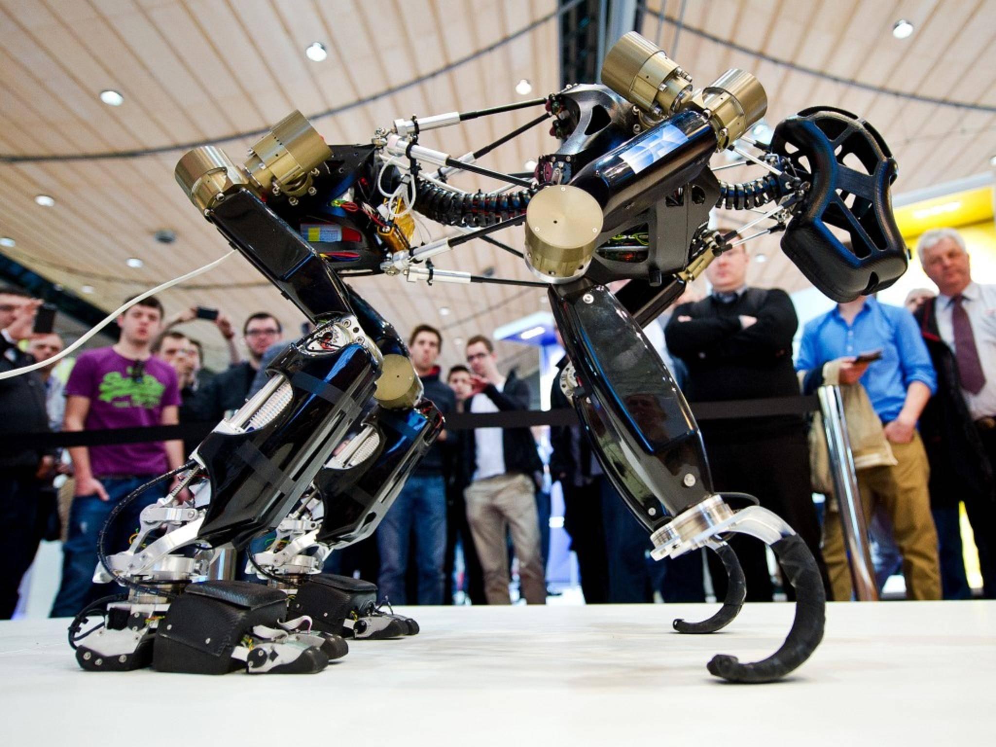 """Das Deutsche Forschungszentrum für Künstliche Intelligenz (DFKI) stellte auf der CeBIT 2014 den Roboter """"Charlie"""" vor."""