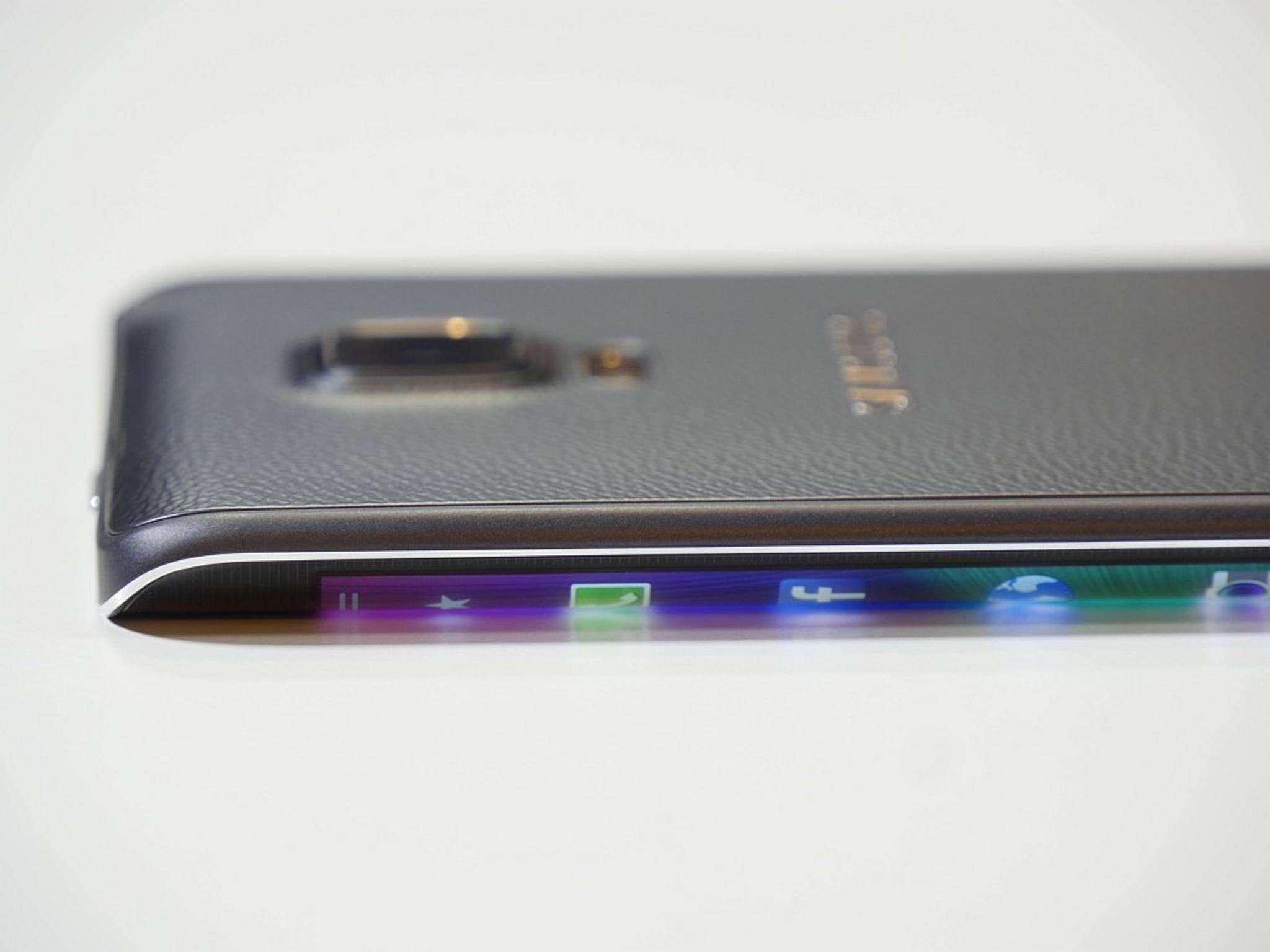 Die Kurve verleiht dem Smartphone eine besondere Optik.