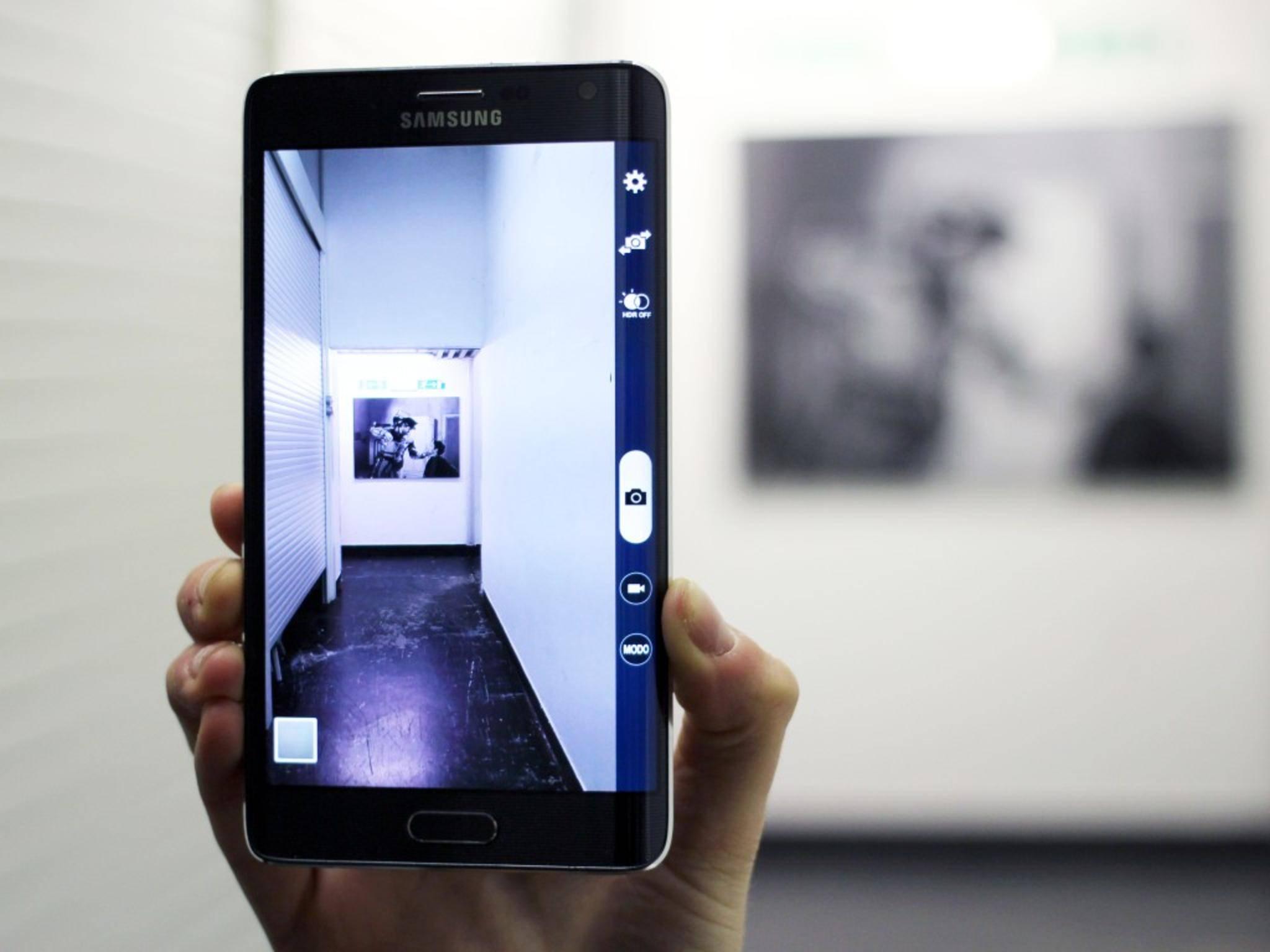 Nicht eines, sondern angeblich gleich zwei seitliche Displays soll das Galaxy S6 Edge bekommen.