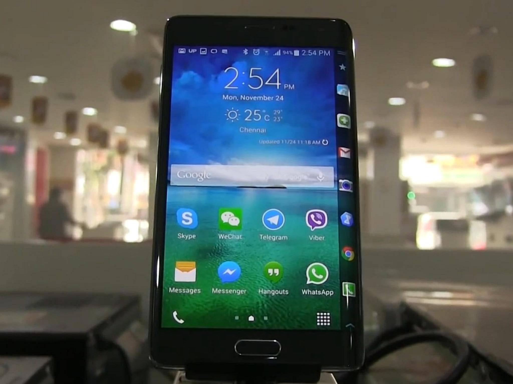 Das Samsung Galaxy S6 soll angeblich auch in einer Version mit seitlichem Display erscheinen.
