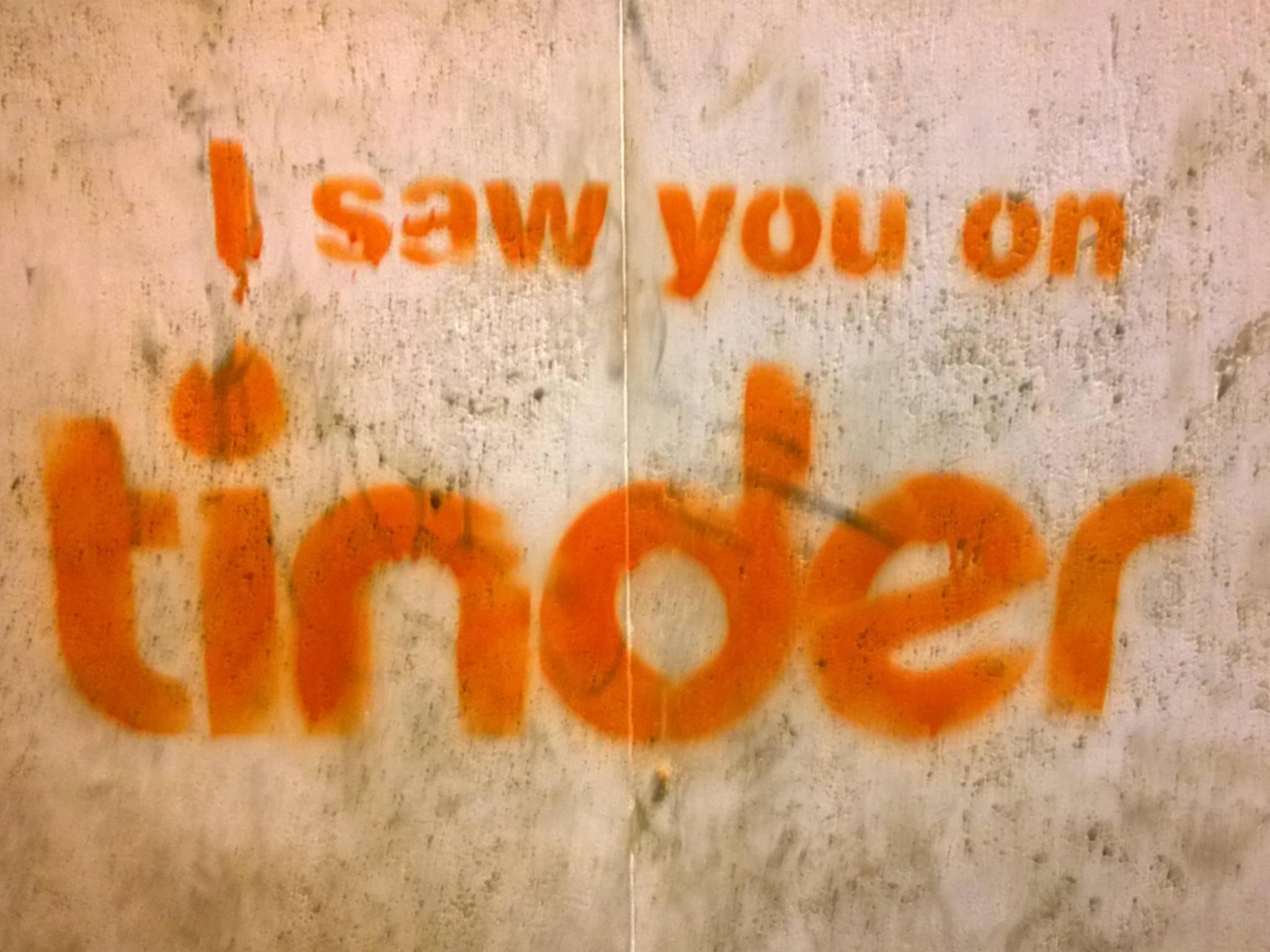 Die Dating-App Tinder hat den Foto-Messenger Tappy übernommen.