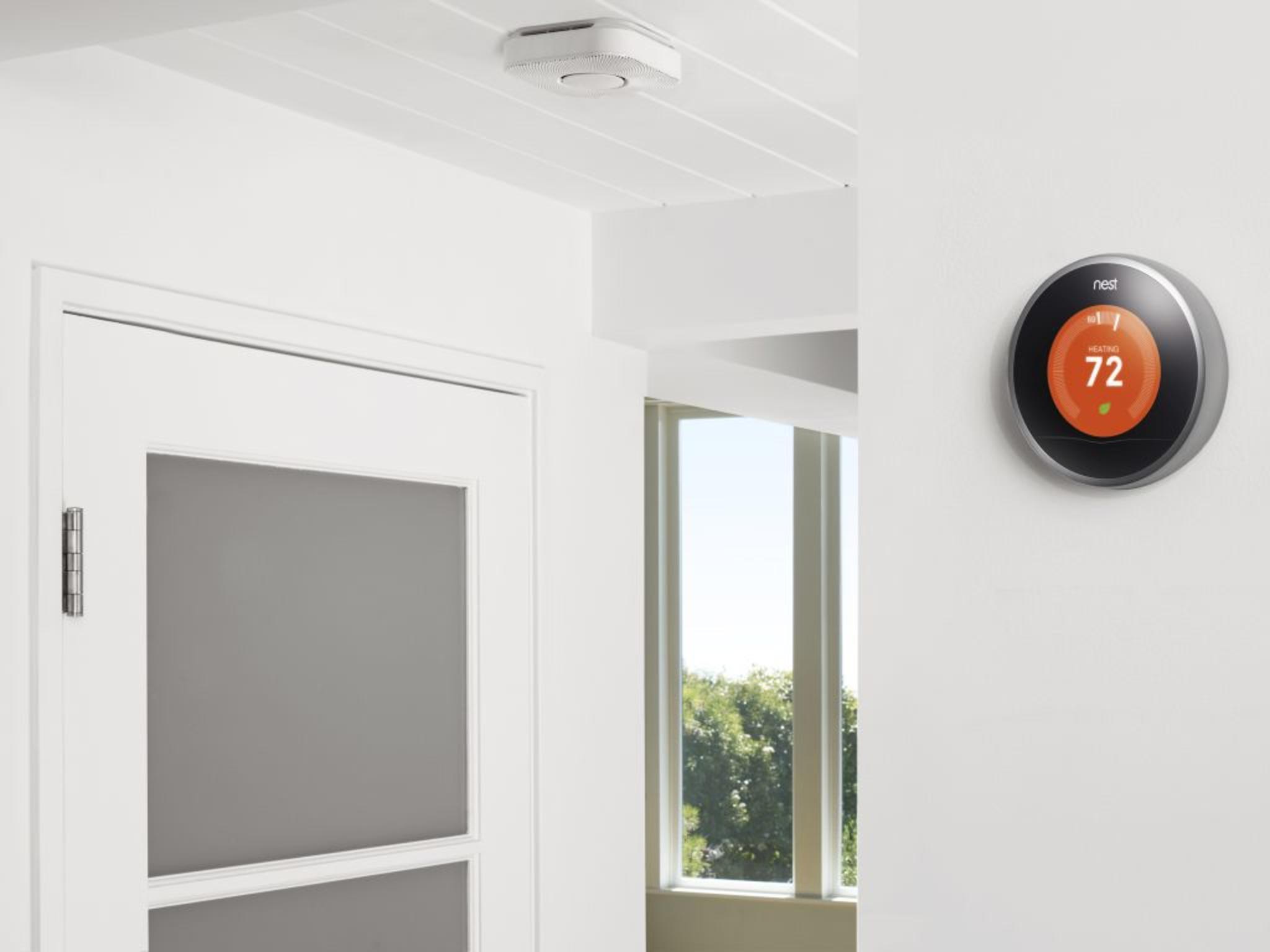 Die smarten Thermostate von Nest kommen in einem neuen Farbdesign.