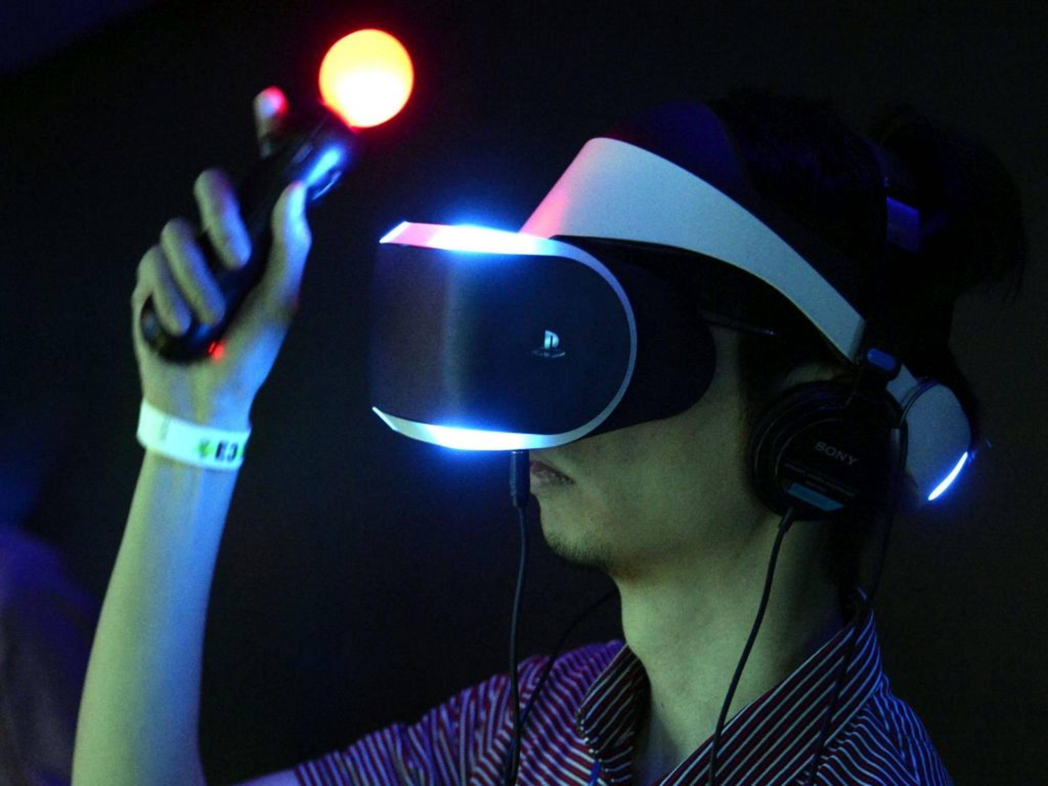 Nicht Brett, sondern Brille vorm Kopf: Sony zeigt Project Morpheus auf der GDC in San Francisco.