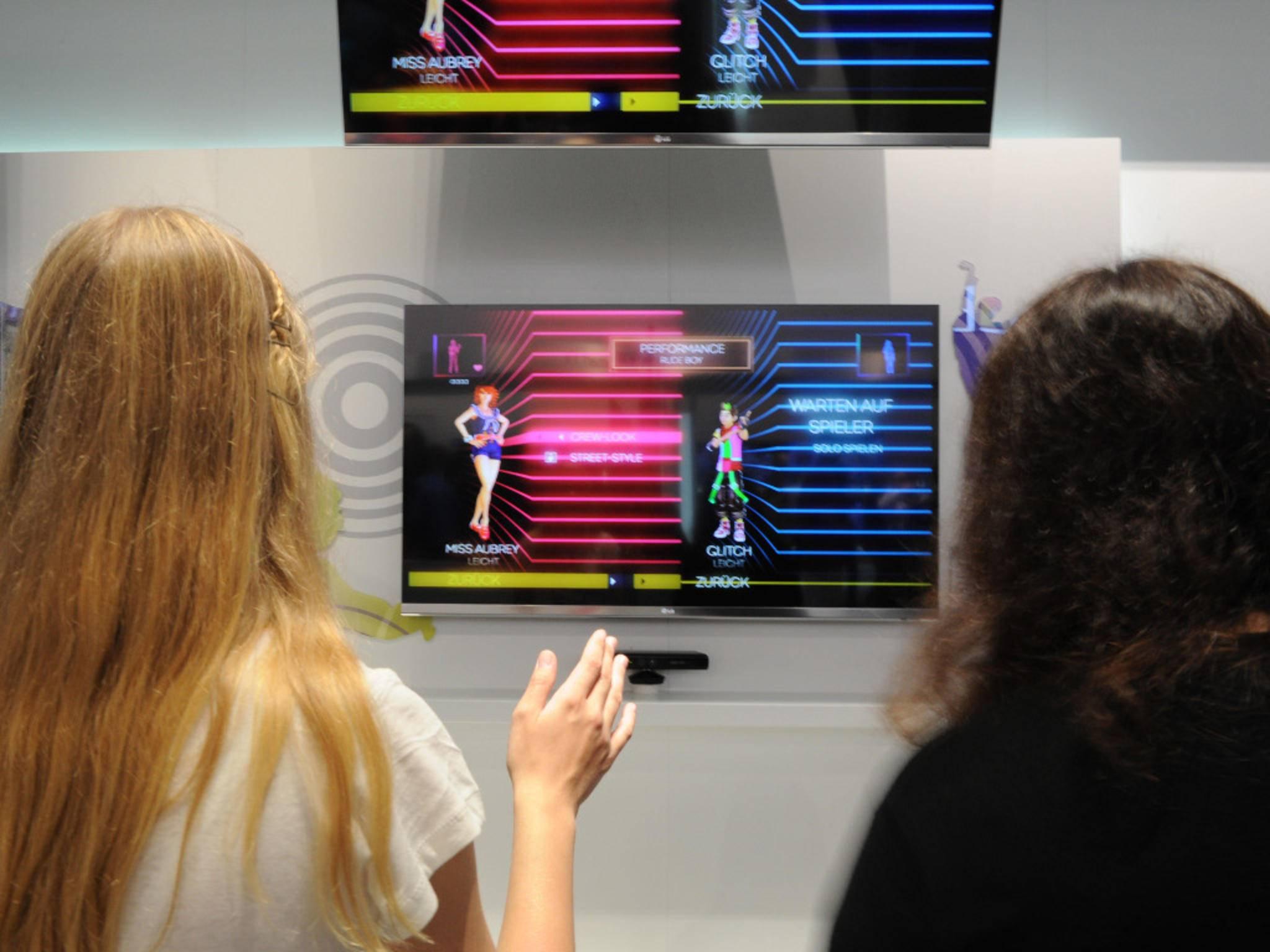 Gaming-Fans dürfen sich auf Dual View freuen – mit 3D-Brille sieht jeder Spieler sein Bild über den ganzen Bildschirm.