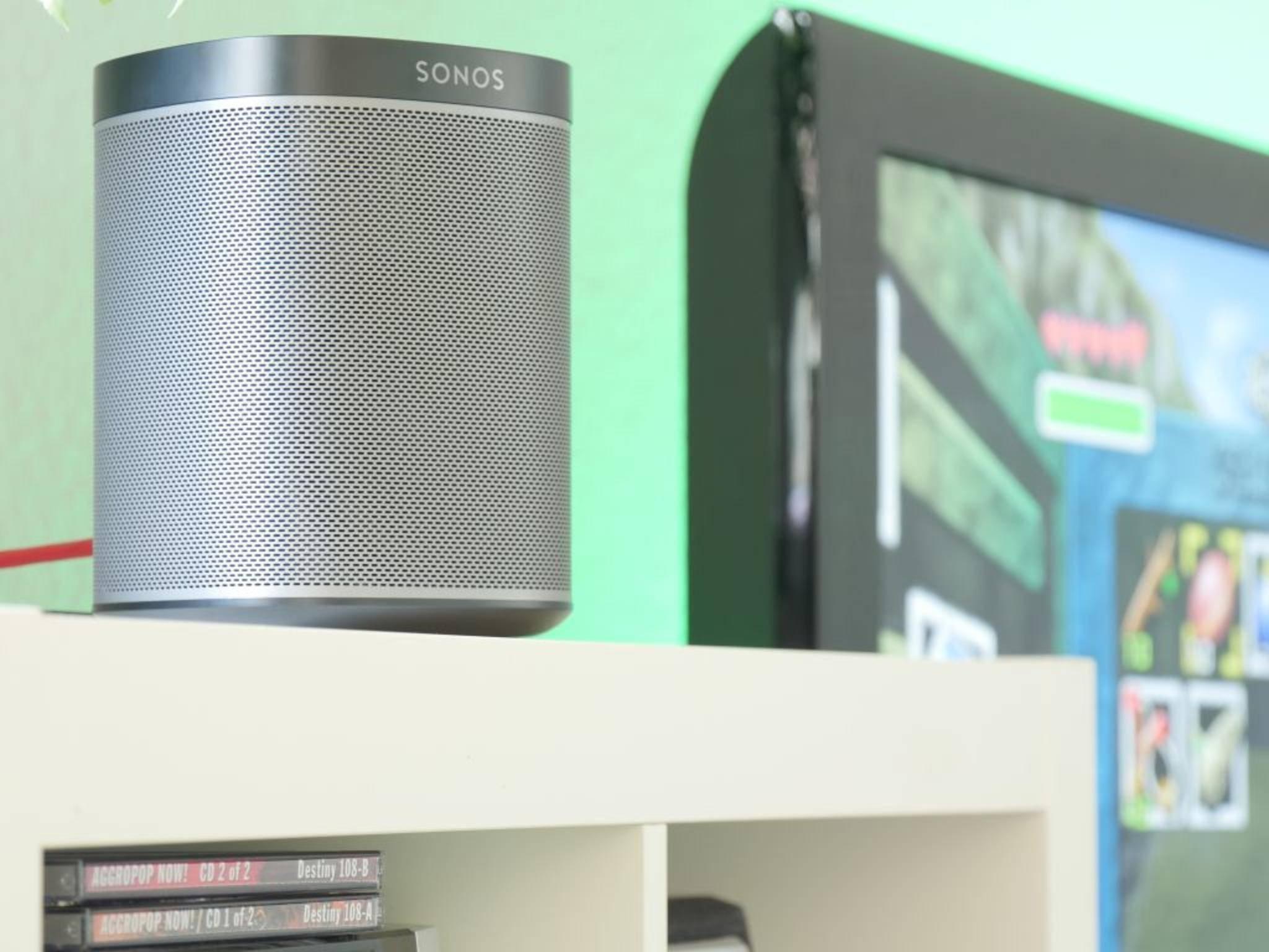Aufgrund der Bauweise lässt sich der Lautsprecher bequem in der Wohnung aufstellen.