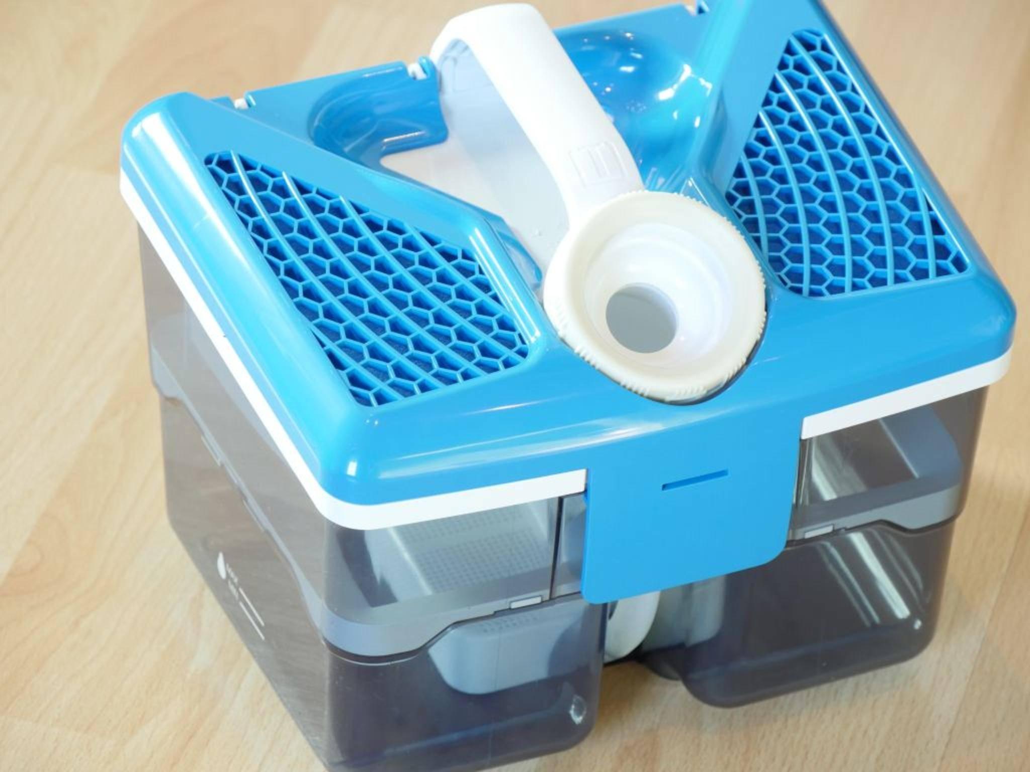 Statt Beutel enthält der Sauger einen Tank mit Aqua-Filter.