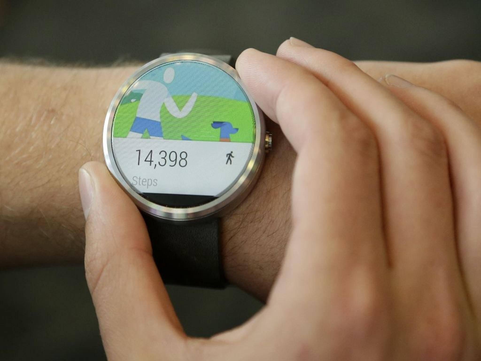 Schluss mit Grau: Eine neue App bringt bunte Street Art auf die Android-Wear-Smartwatch.