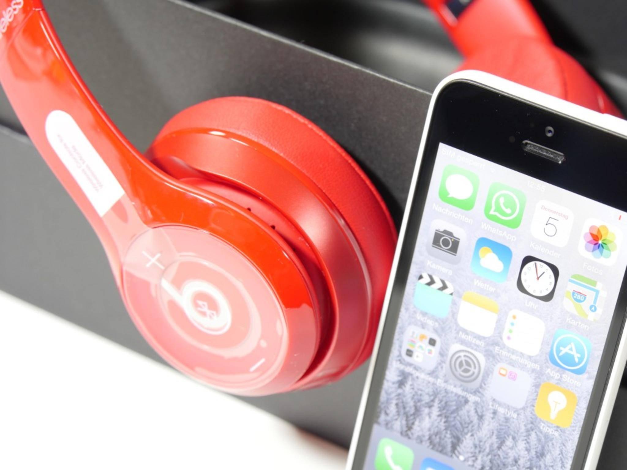 Per Bluetooth wird der Kopfhörer mit einem Smartphone oder MP3-Player verbunden.