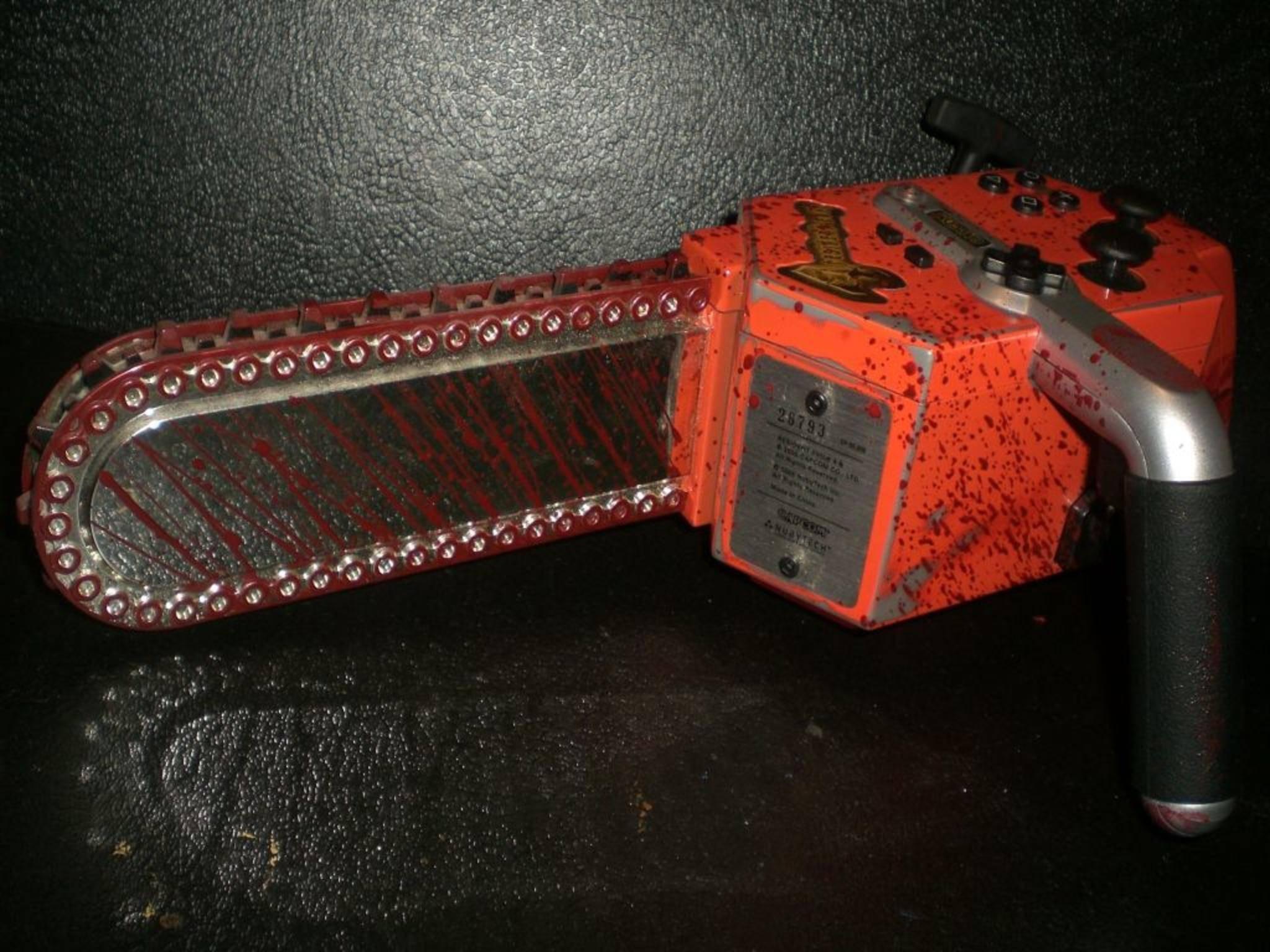 """Das Controller-Massaker: Diese """"Resident Evil""""-Kettensäge ist kein Photoshop!"""