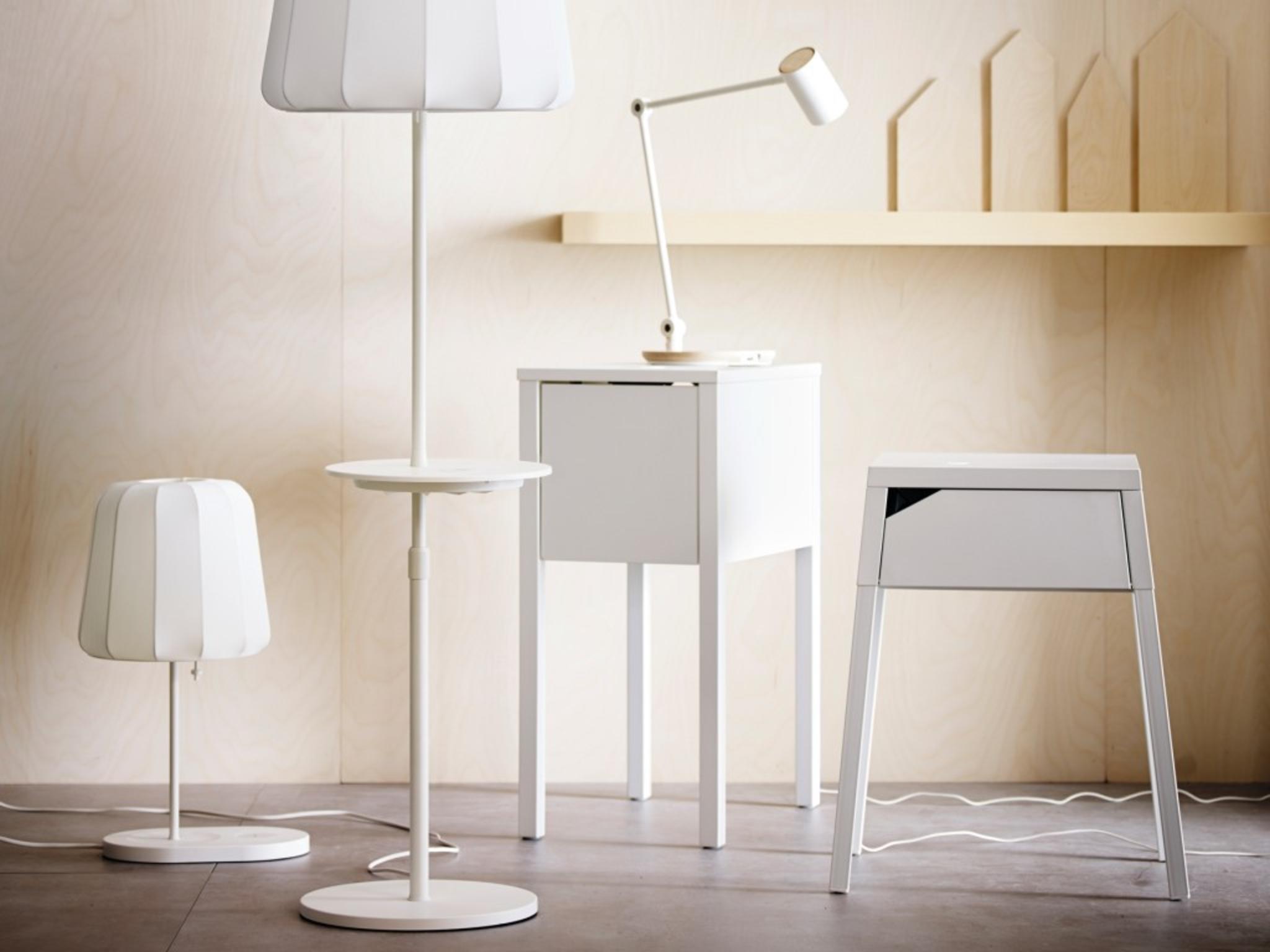 Ikea bietet Möbel mit kabelloser Ladefunktion für Smartphones und Tablets an.
