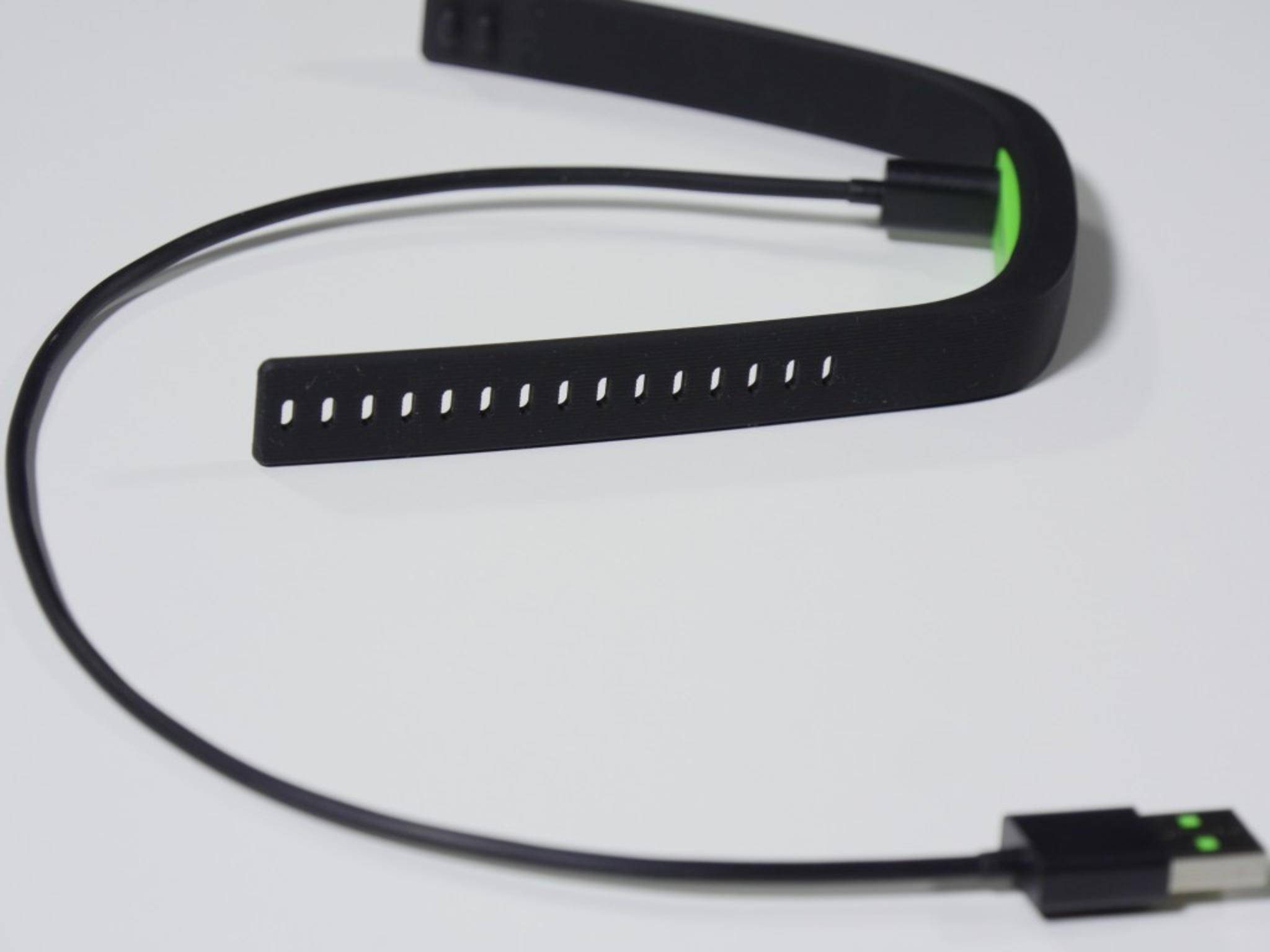 Das beiliegende USB-Ladekabel ist leider recht kurz.