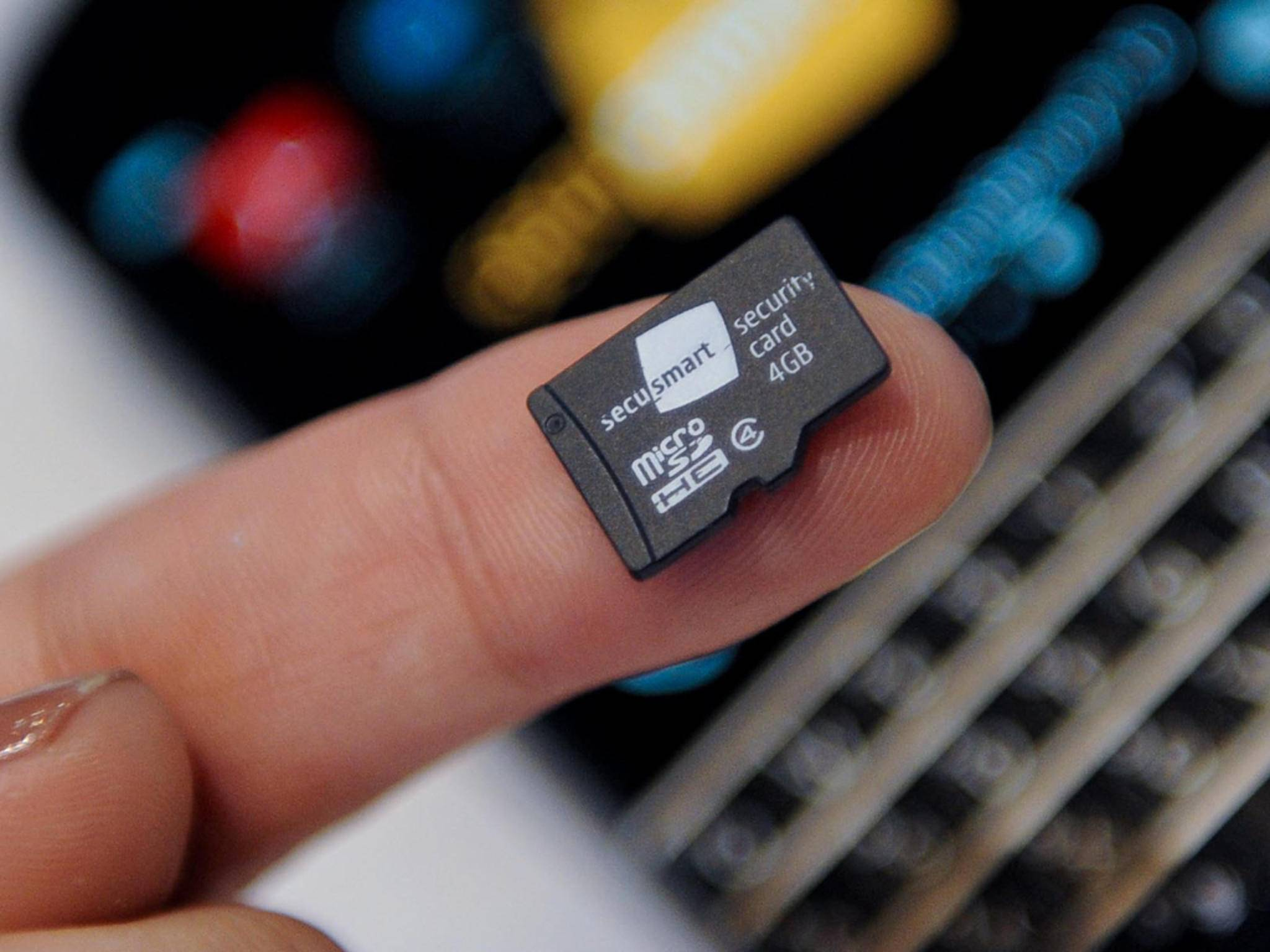 Eine microSD mit 4GB kostet aktuell nur noch wenige Euro.