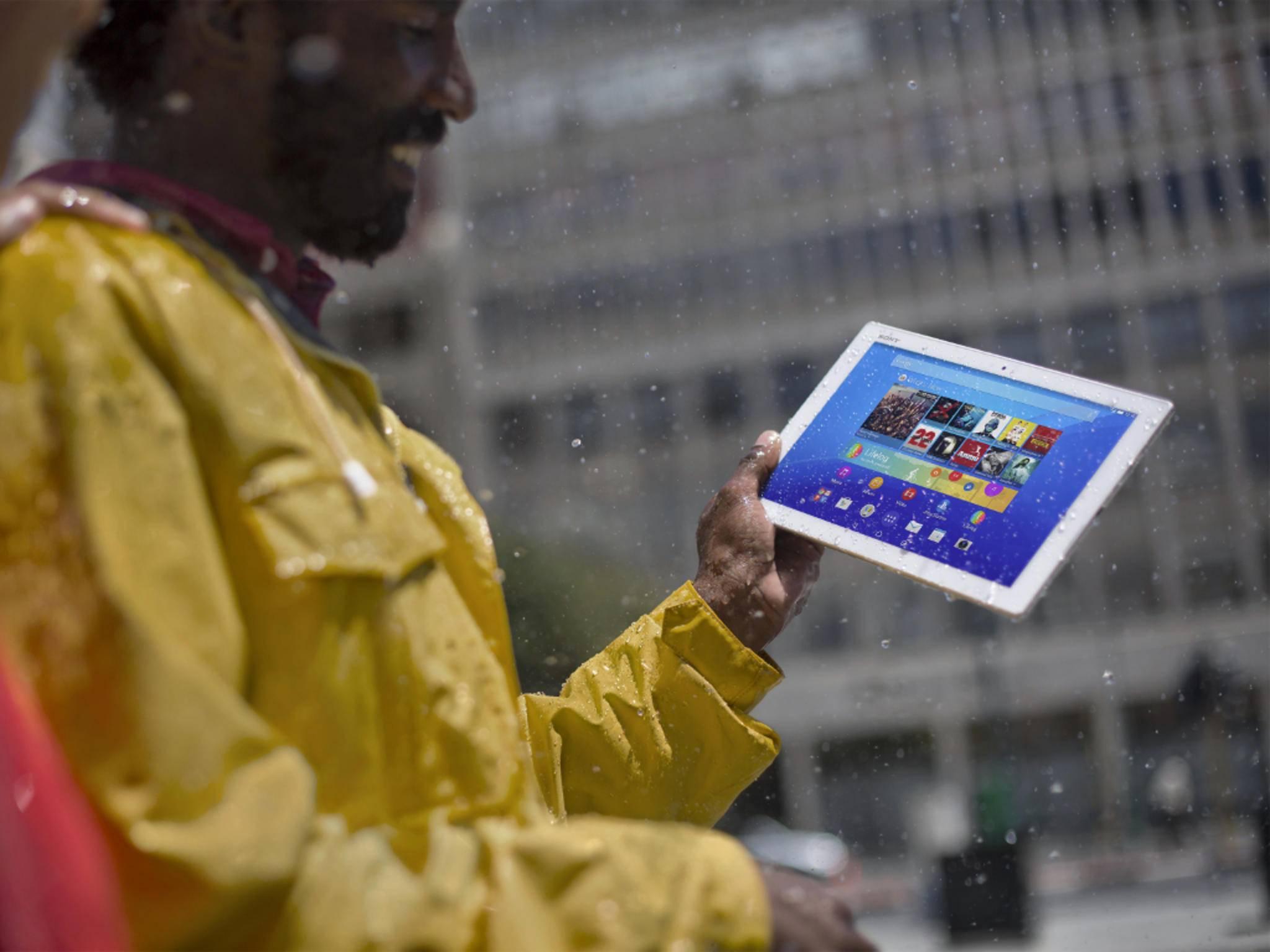 Sonys superflaches Xperia Z4 Tablet will die Konkurrenz nass machen.