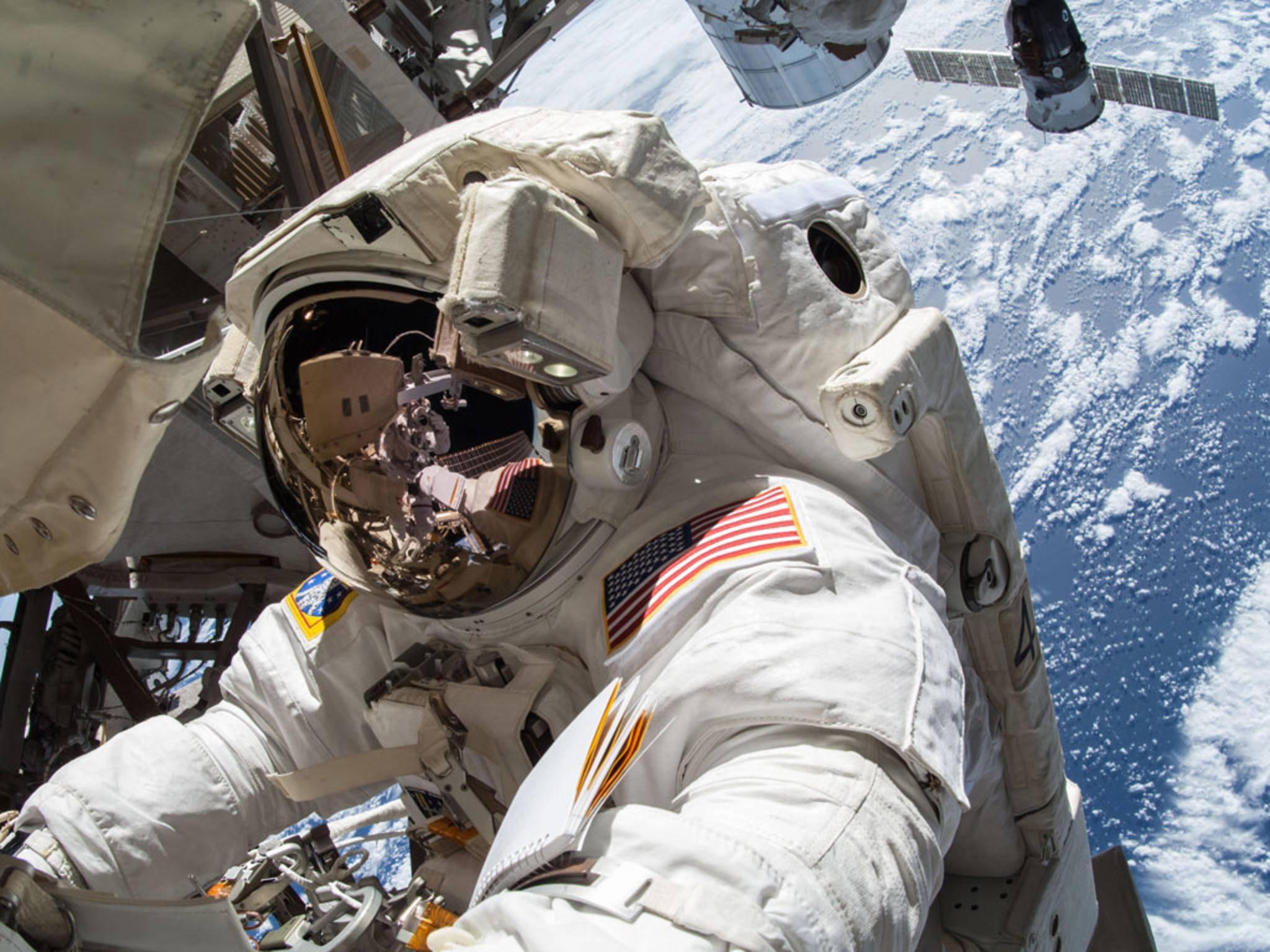 Etliche Technik-Mythen ranken sich um die Raumfahrt. Nicht alle sind wahr.