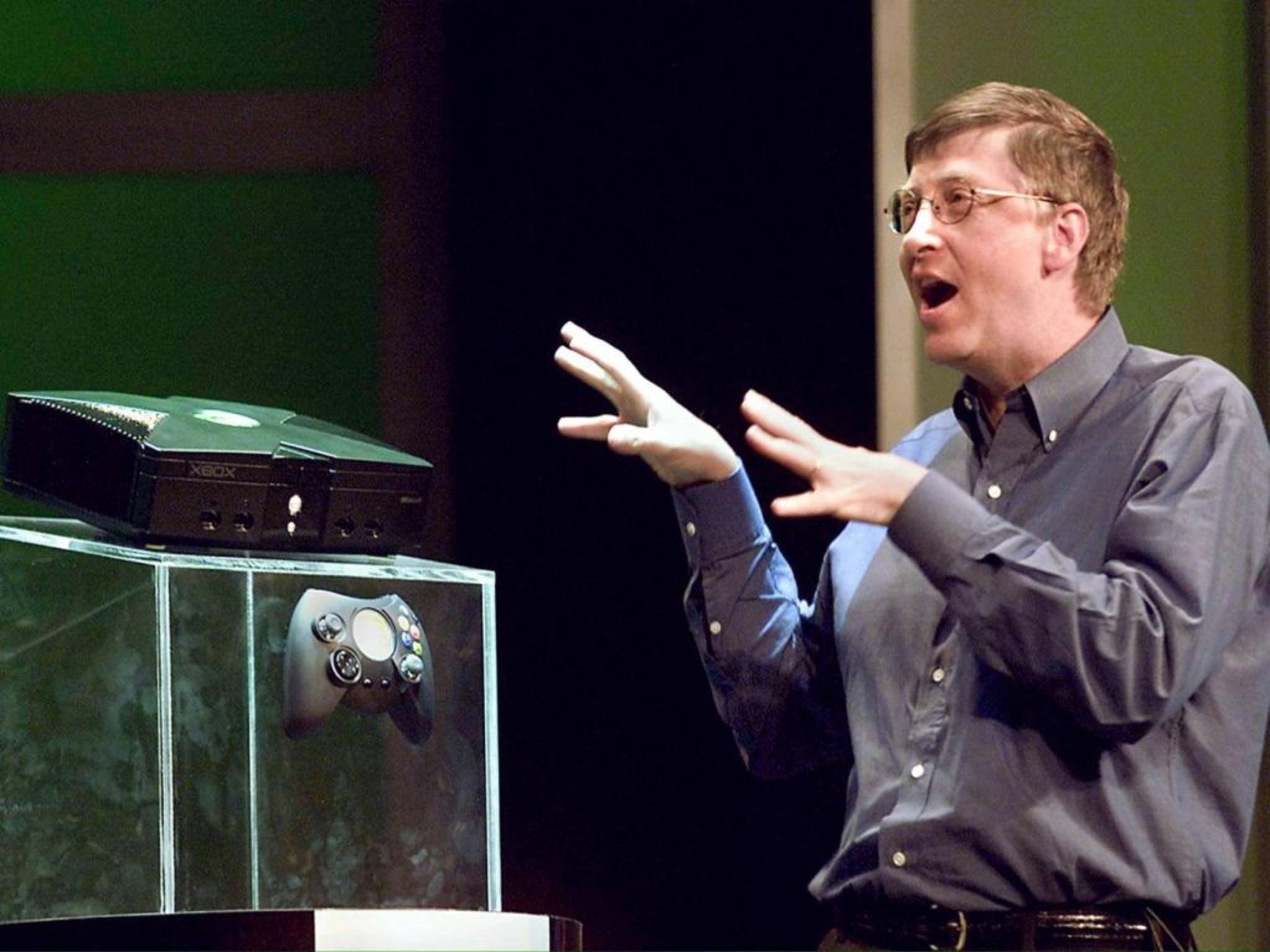 Microsofts Bill Gates stellte 2001 die erste Xbox offiziell vor.