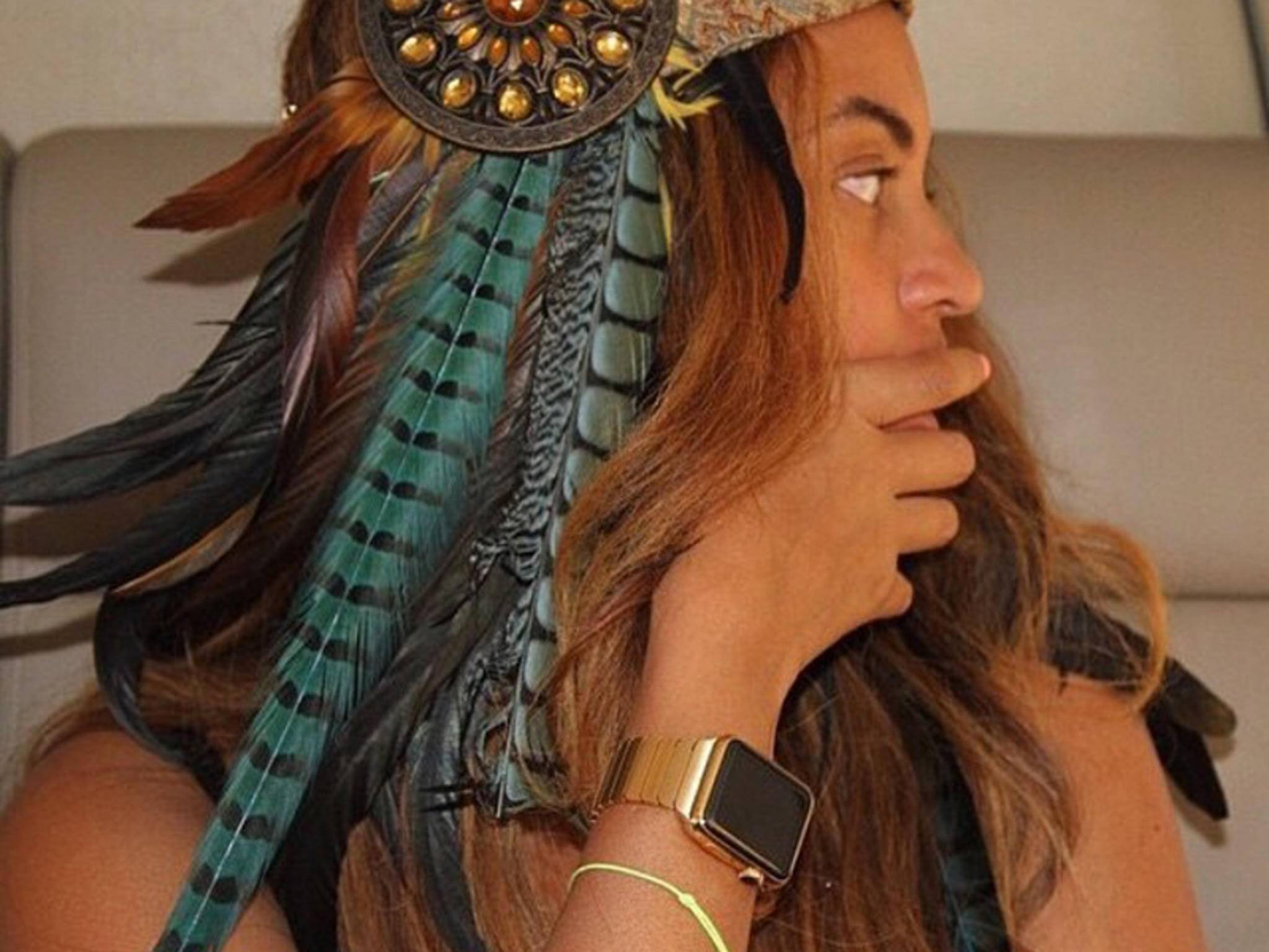 Beyoncé Knowles mit ihrer goldenen Apple Watch.