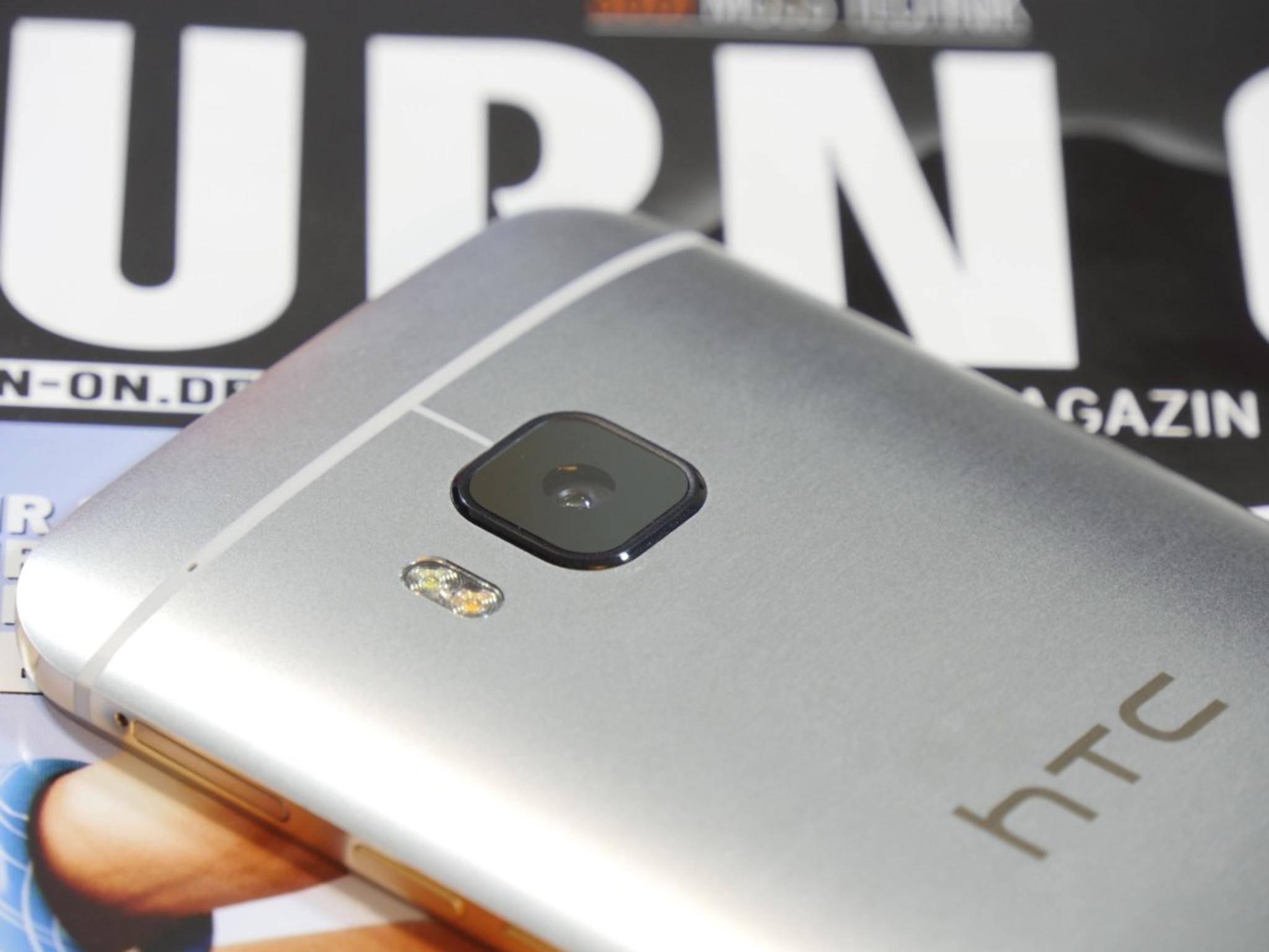Wie beim iPhone 6 sticht die Kamera leicht aus dem Rücken hervor.